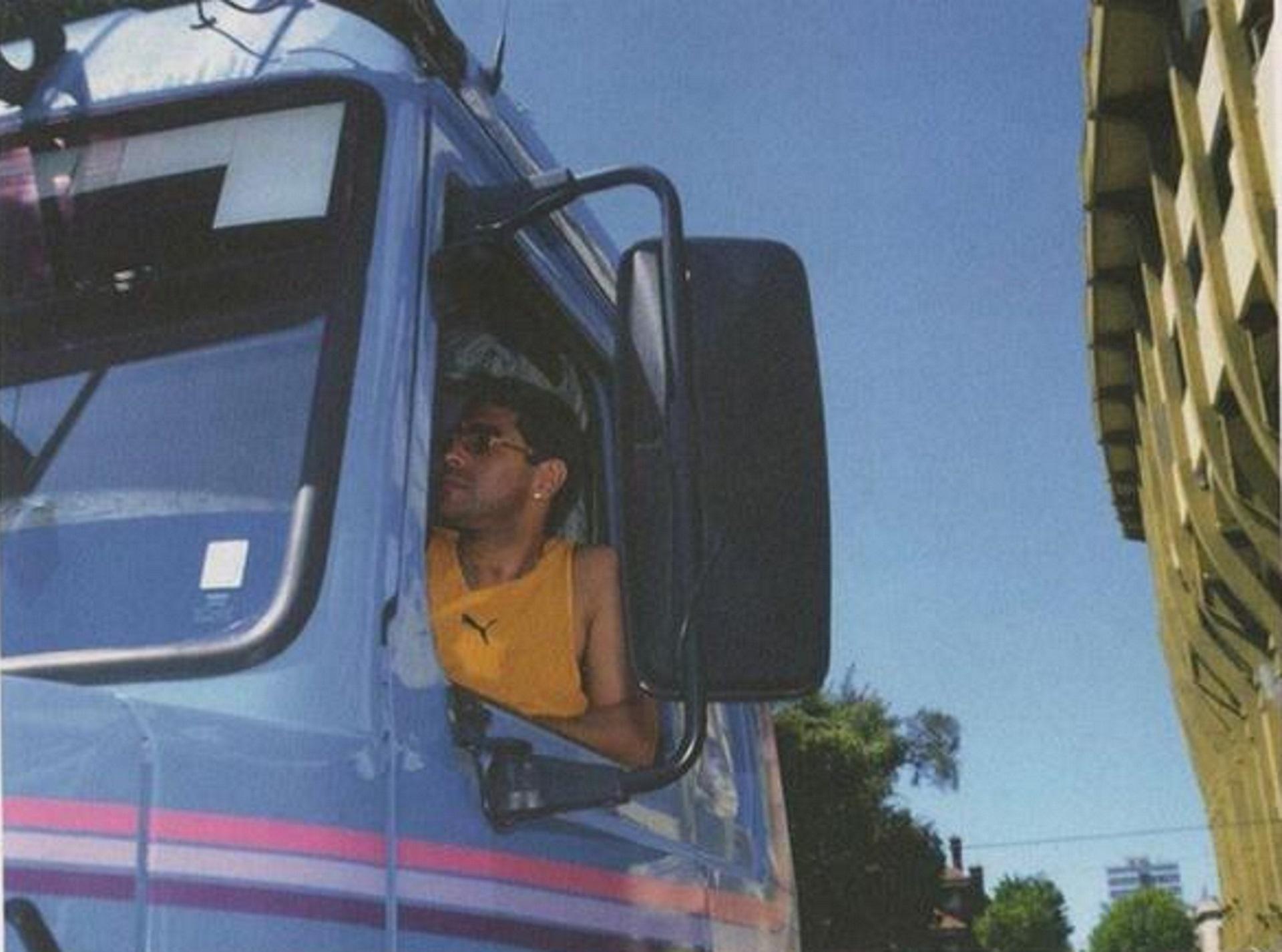 En su segunda época en Boca, llegó a la práctica con un Scania 360 azul, modelo 113H