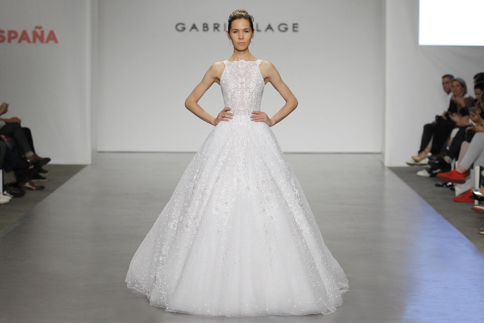 El cierre del majestuoso desfile de Gabriel Lage con una novia estilo princesa