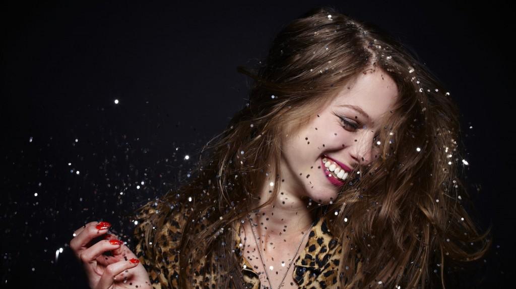 Glitter Undercuts se trata de un looks fresco y juvenil que promete ser la estrella número uno de los mejores salones y festivales de moda del mundo fashionista