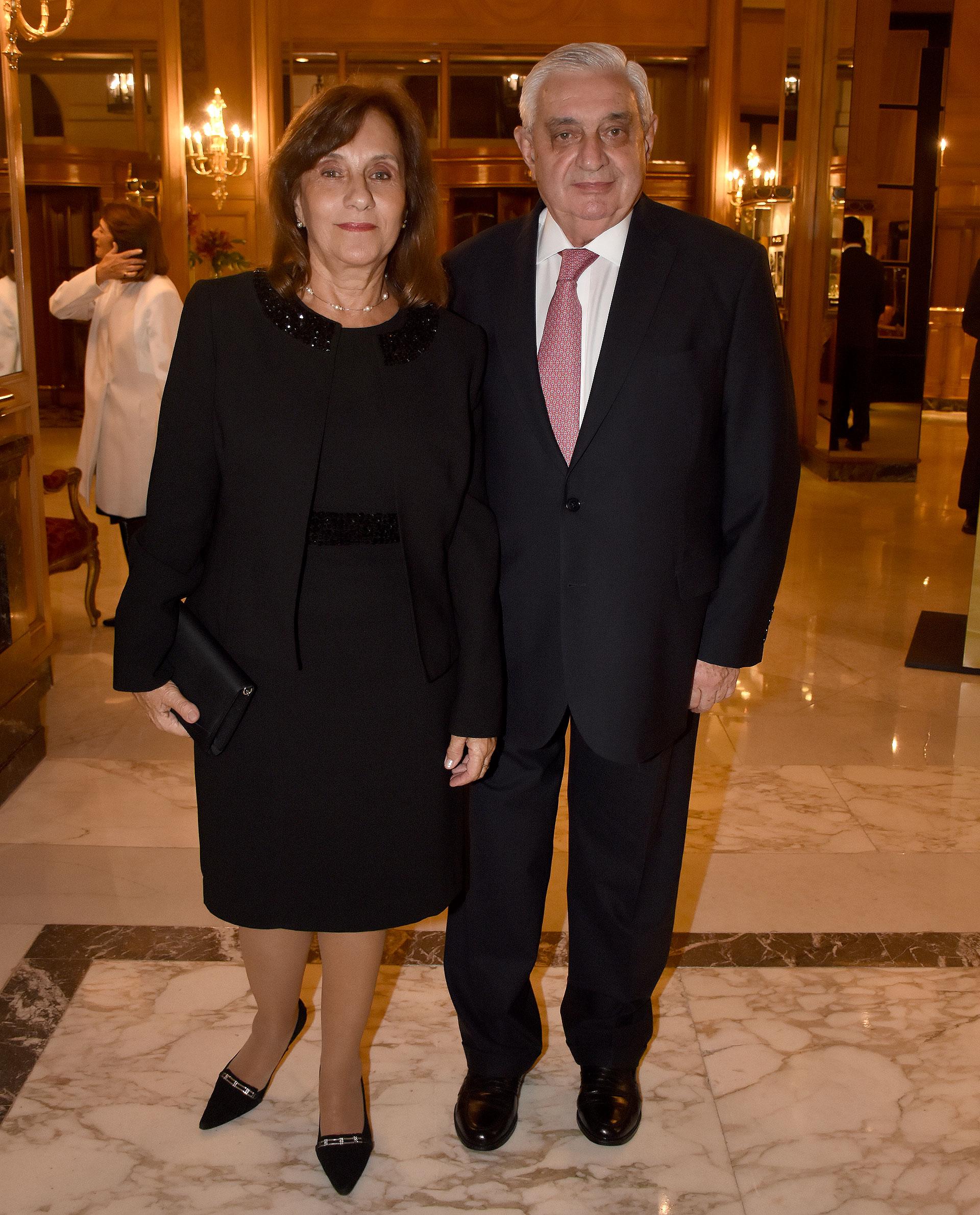 Adelmo Gabbi, presidente de la Bolsa de Comercio de Buenos Aires, y su esposa