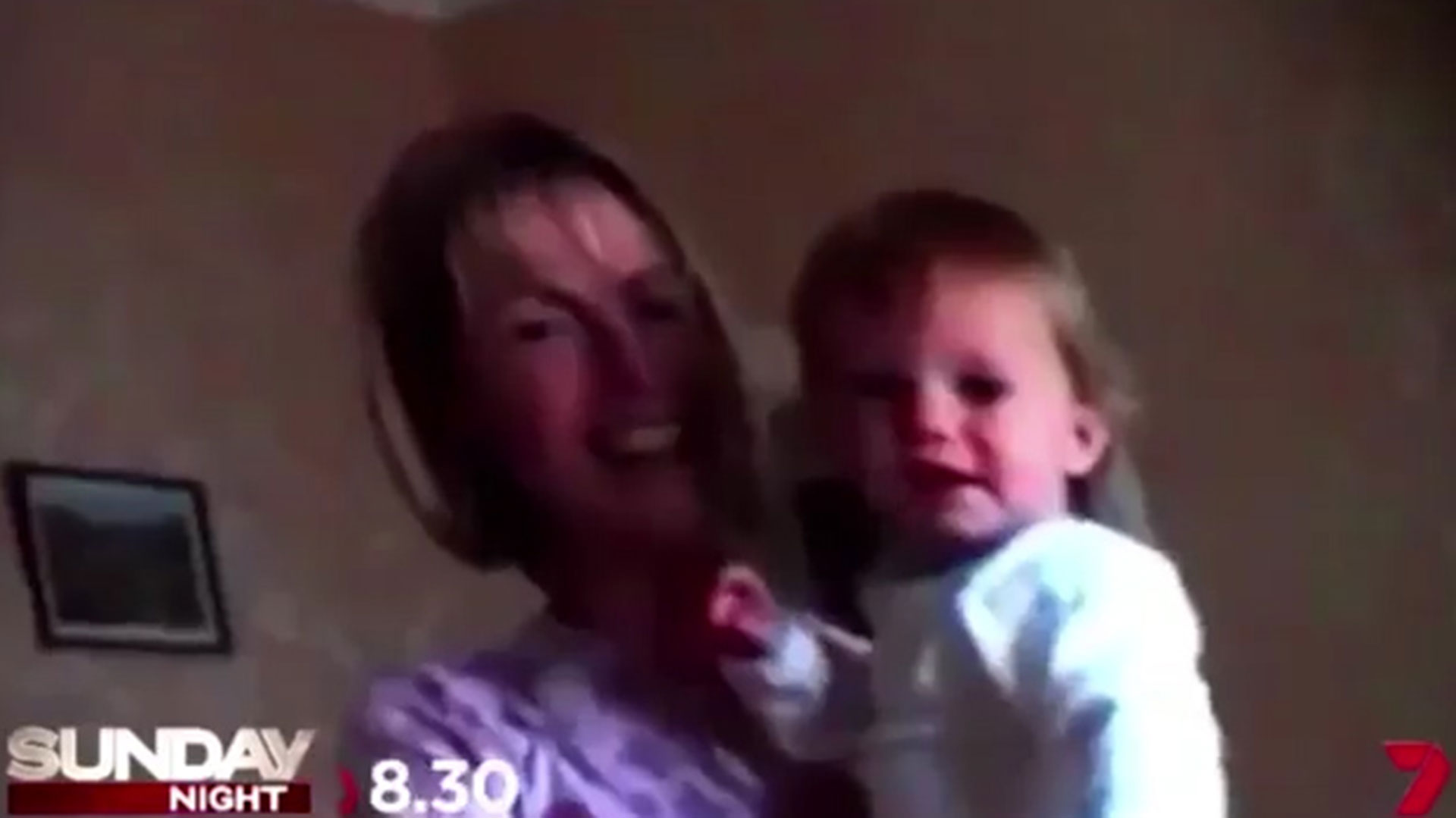 Madeleine McCann junto con su madre Kate, cuando era bebé