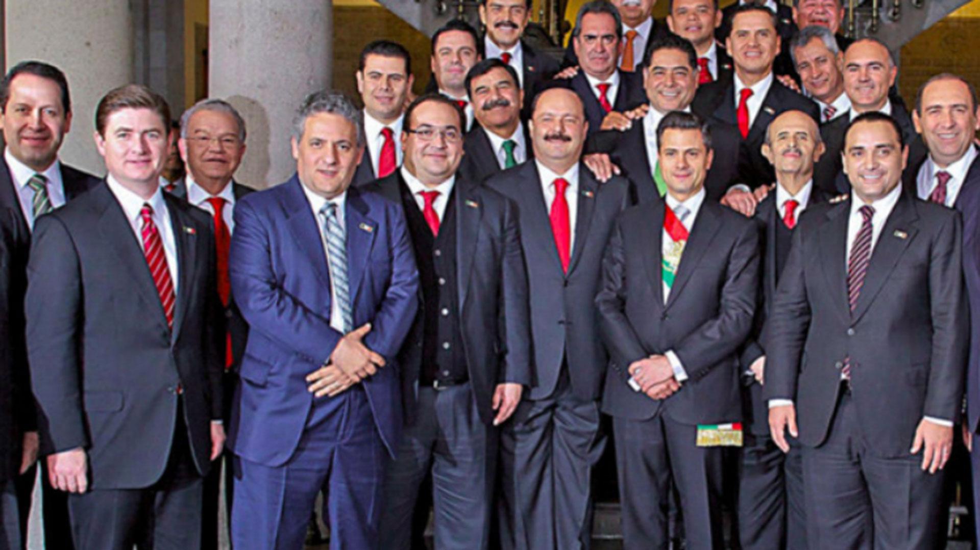 La foto de hace cinco años en la que aparecen los gobernadores ahora acusados.