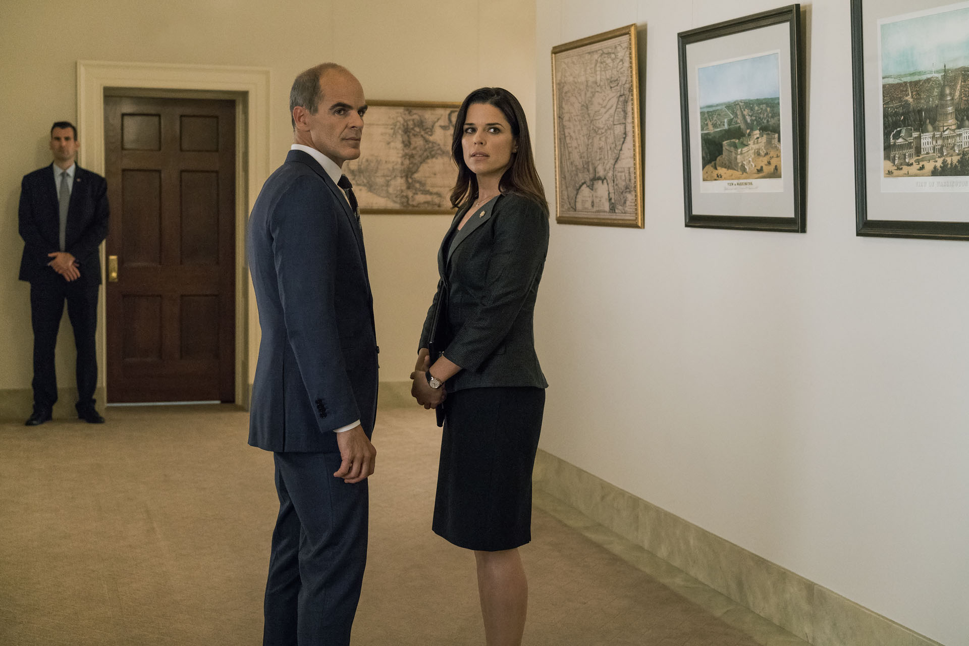 Doug Stamper con Leann Harvey (House of Cards)