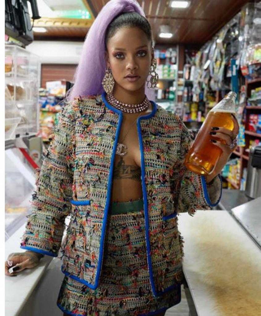 Rihanna, la artista que impone tendencias, lanzó su colección de accesorios donde los aros XXL son la pieza estrella