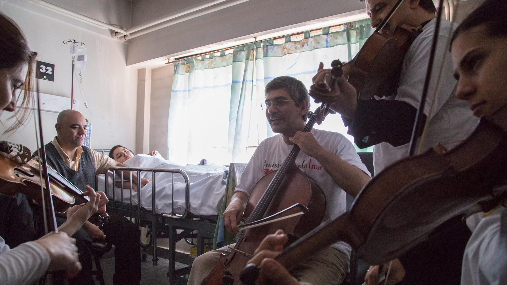 Desde hospitales pediátricos a hogares de ancianos, MPA lleva música a distintos centros (Agustín Benencia)