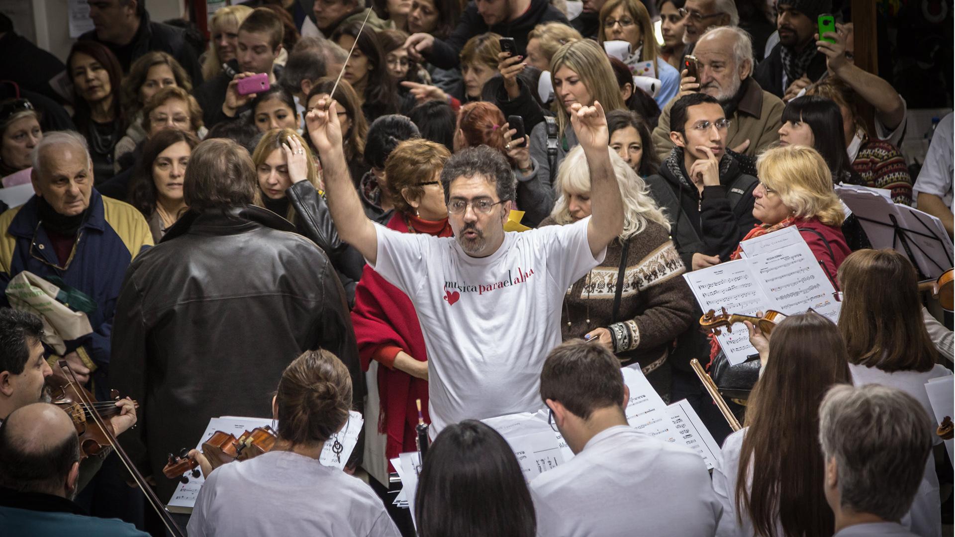 En cada intervención, aproximadamente 60 músicos profesionales se suman (Agustín Benencia)