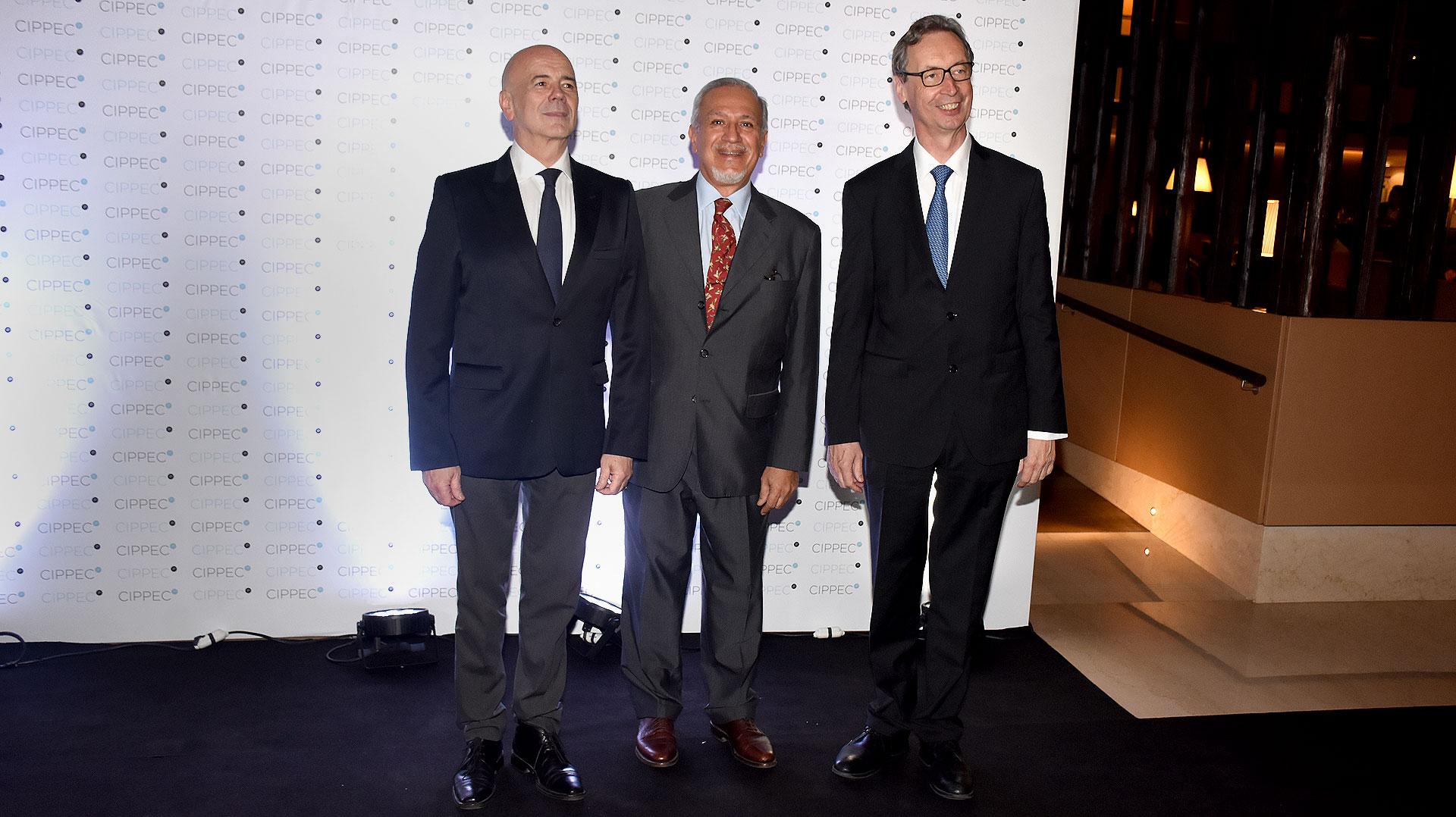 Jorge Telerman, director del Complejo Teatral de Buenos Aires; el ex gobernador de Salta, Juan Carlos Romero; y embajador de Alemania en la Argentina, Bernard Graf Von Waldersee