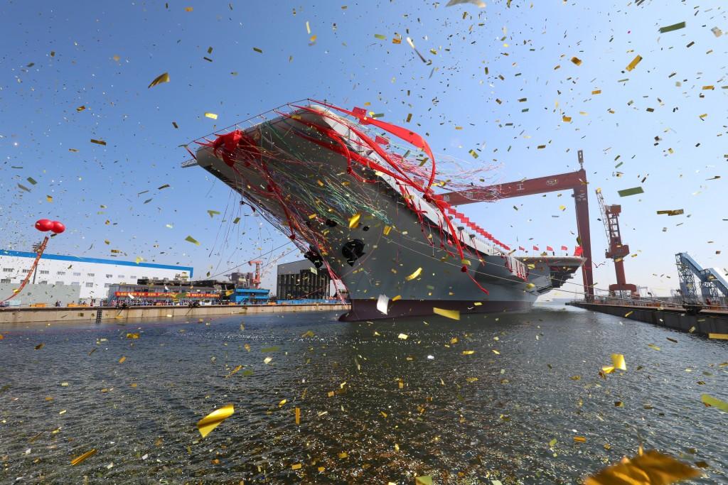 El segundo portaaviones de China durante la ceremonia de inauguración en Dalian, en la porvincia de Liaoning (Reuters)