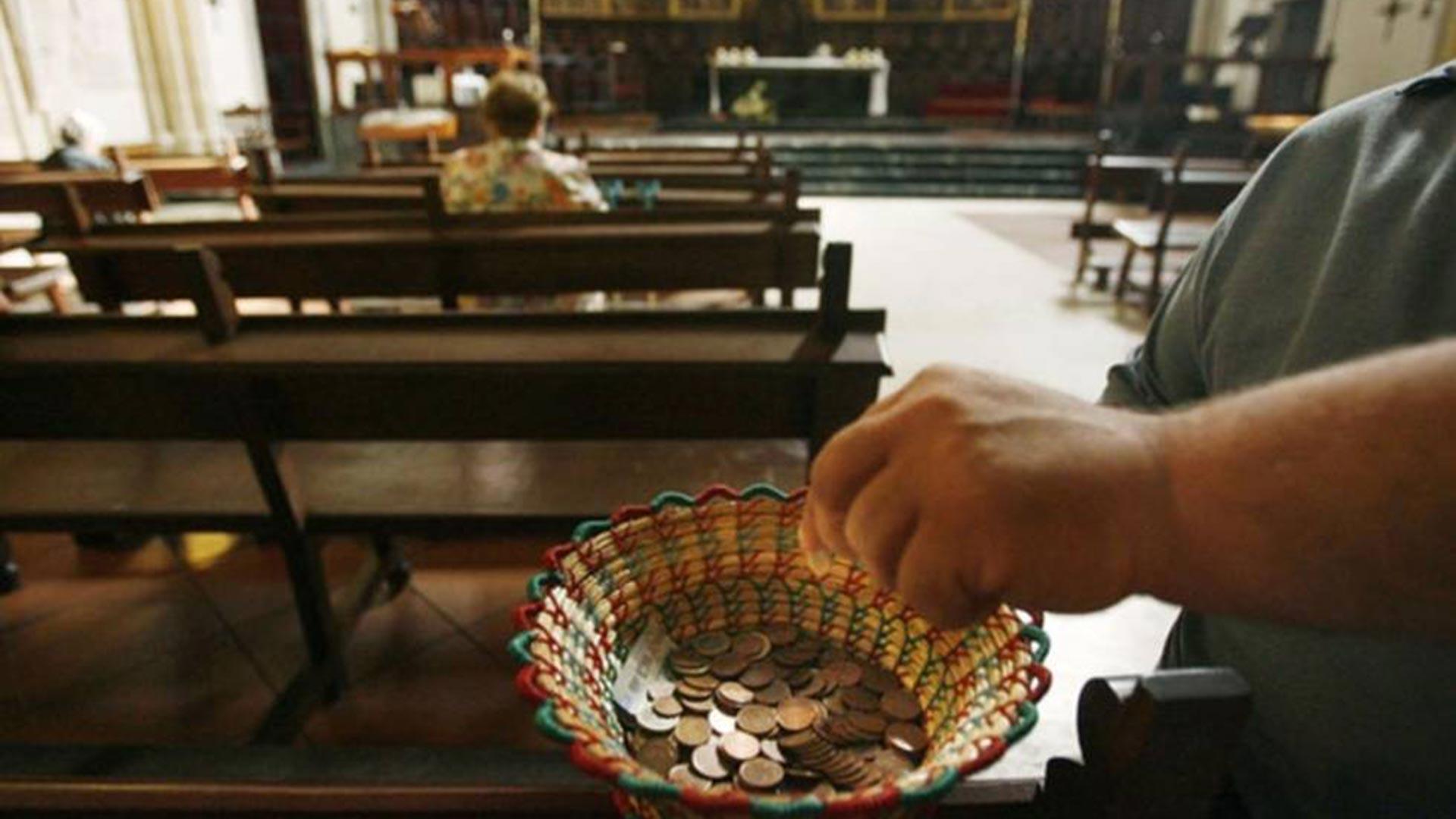 Resultado de imagen para limosna de las iglesias en colombia