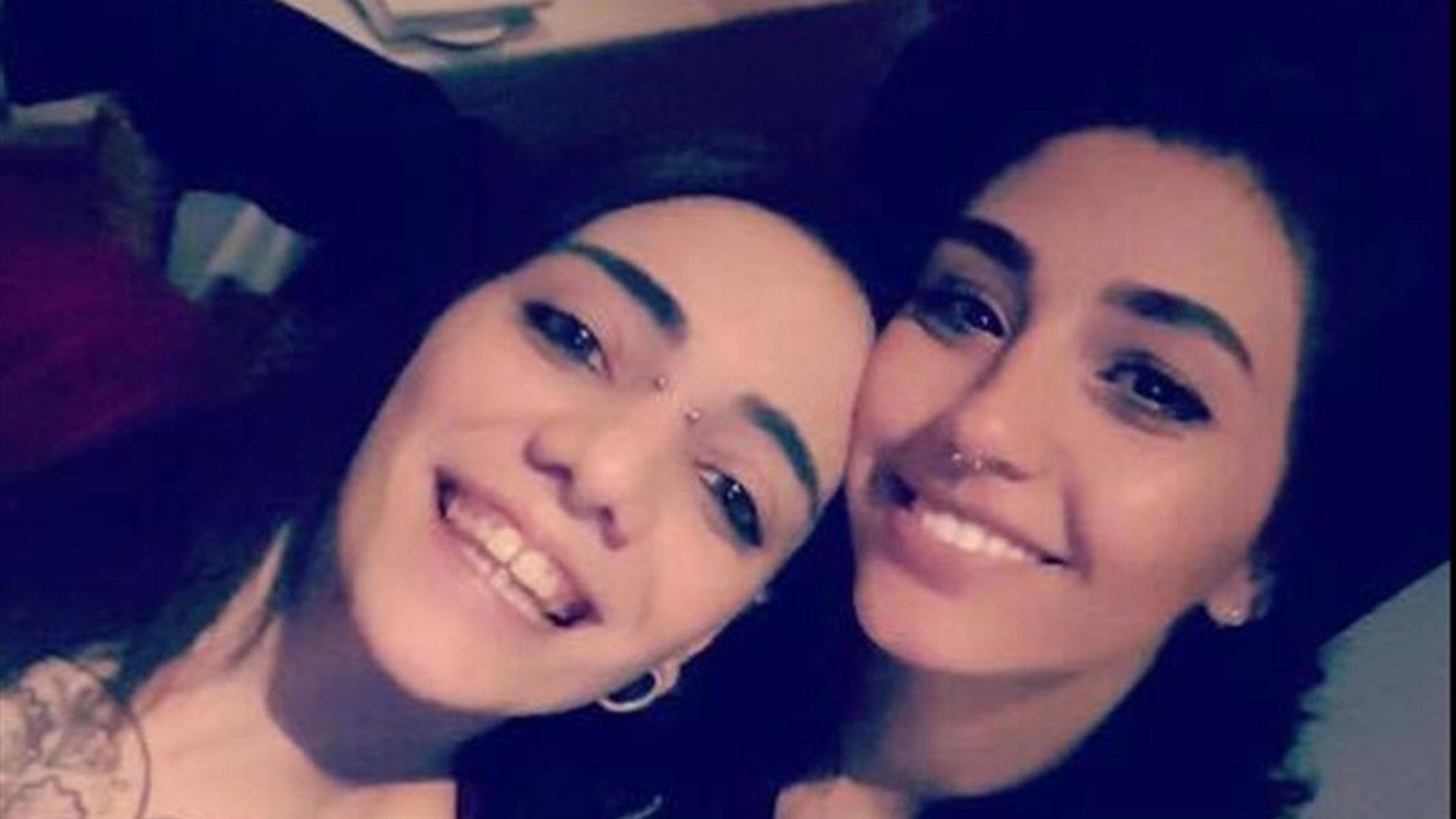 Jimena Rico junto a su novia de origen egipcio