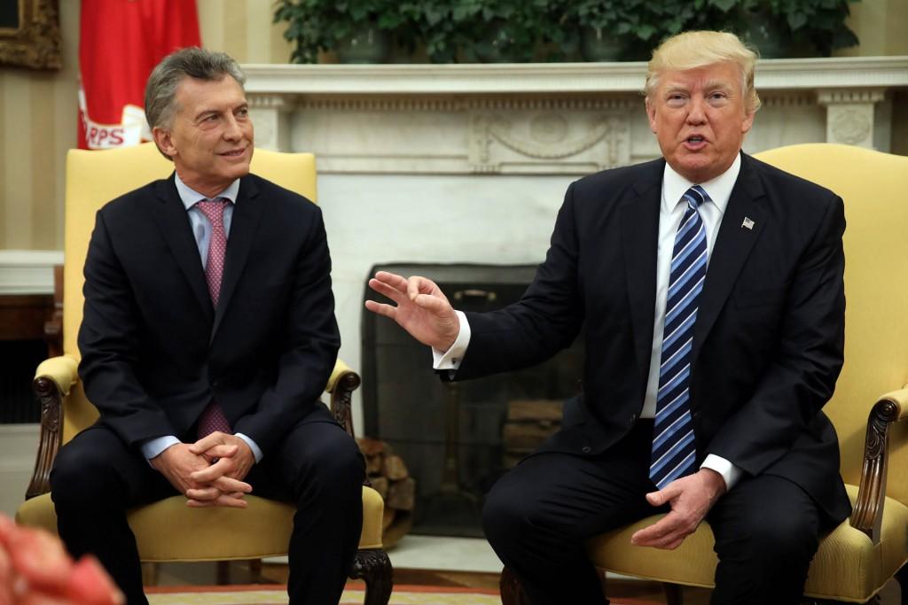 Mauricio Macri y Donald Trump dialogaron con la prensa en la oficina oval de la Casa Blanca (Reuters)