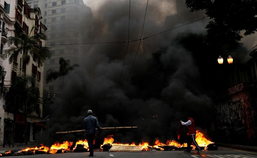 En San Pablo, motor económico del país, se produjeron algunos enfrentamientos entre manifestantes que obstruían arterias de la ciudad y la policía (Reuters)