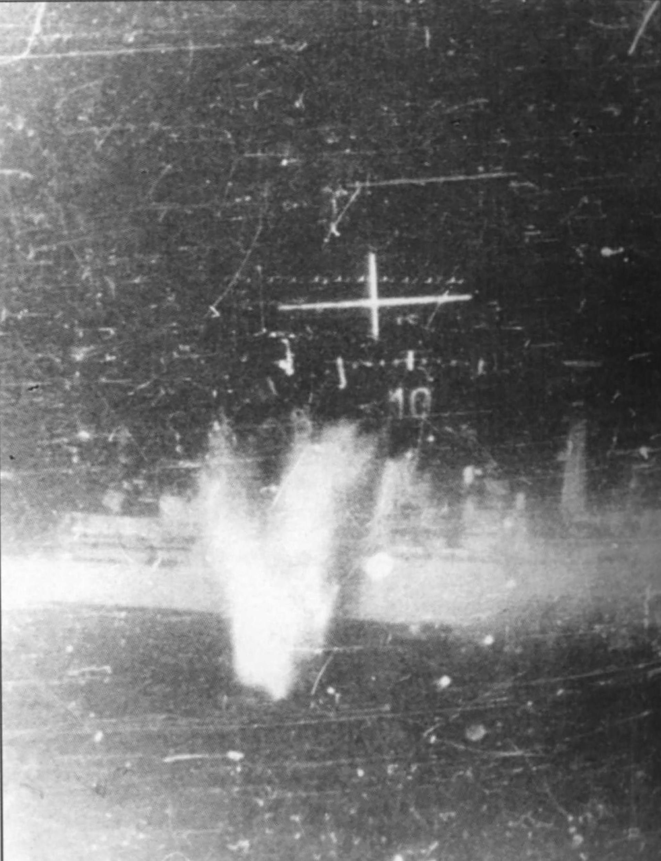 La visión de un piloto de combate desdeunMirgecuando apuntaba y tiraba con sus cañones a una fragata de la Royal Navy