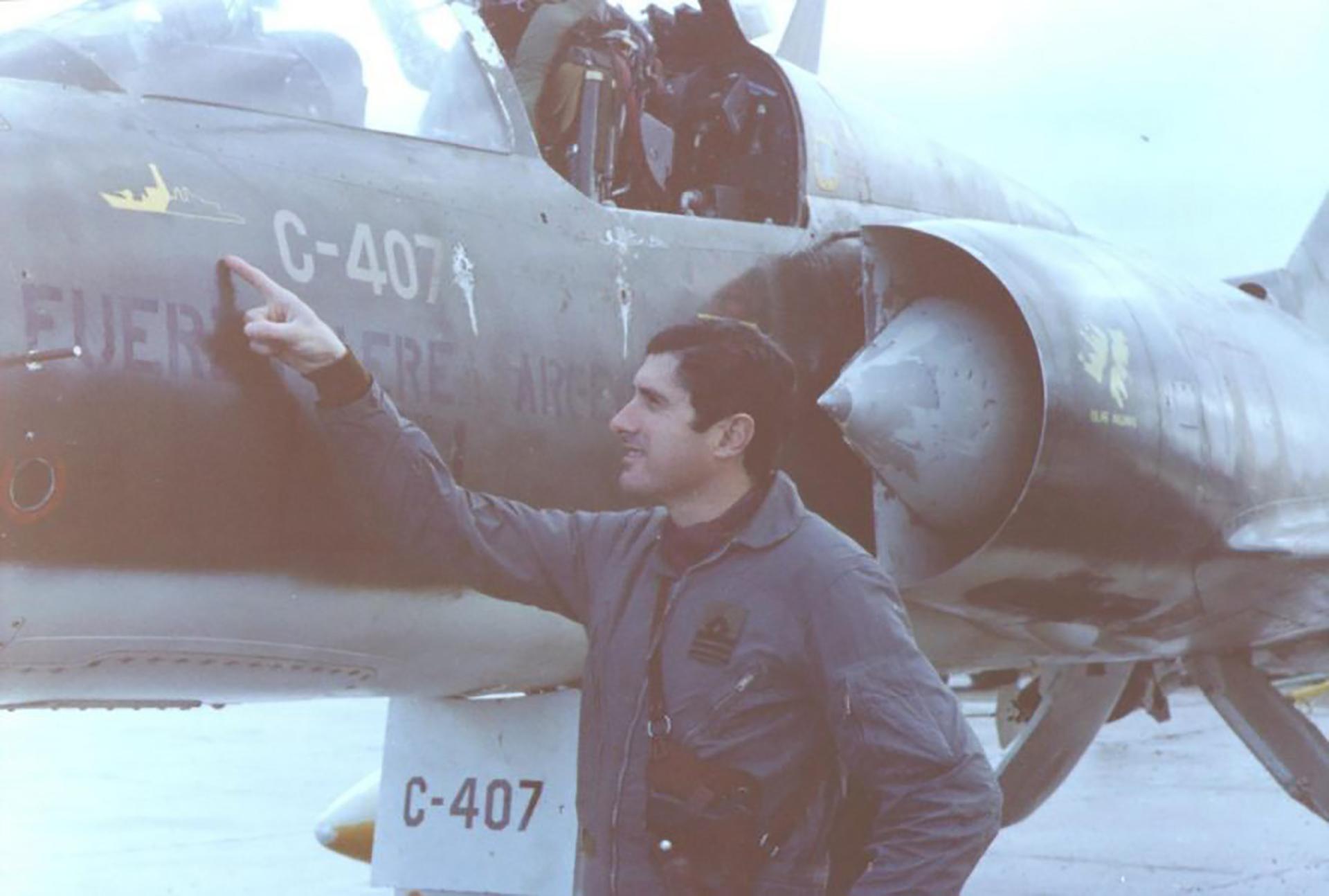 Los pilotos pintaban en sus aviones los buques averiados y hundidosde la Royal Navy que cada escuadrilla había logrado en las diferentes misiones