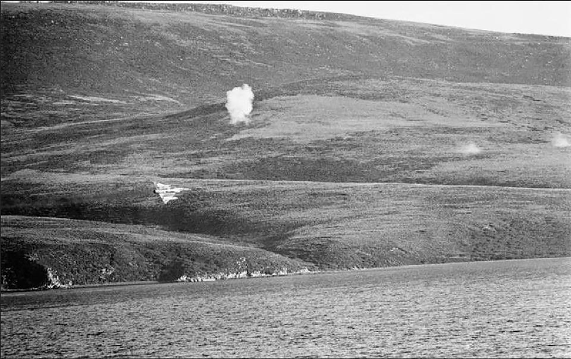 UnMirage enplenabatalla aérea. Se planearon 505 salidas de combate, de las cuales se cumplieron 445. De esa cifra, 272 misiones llegaron a su objetivo. Se perdieron 70 aviones. Murieron 41aviadores
