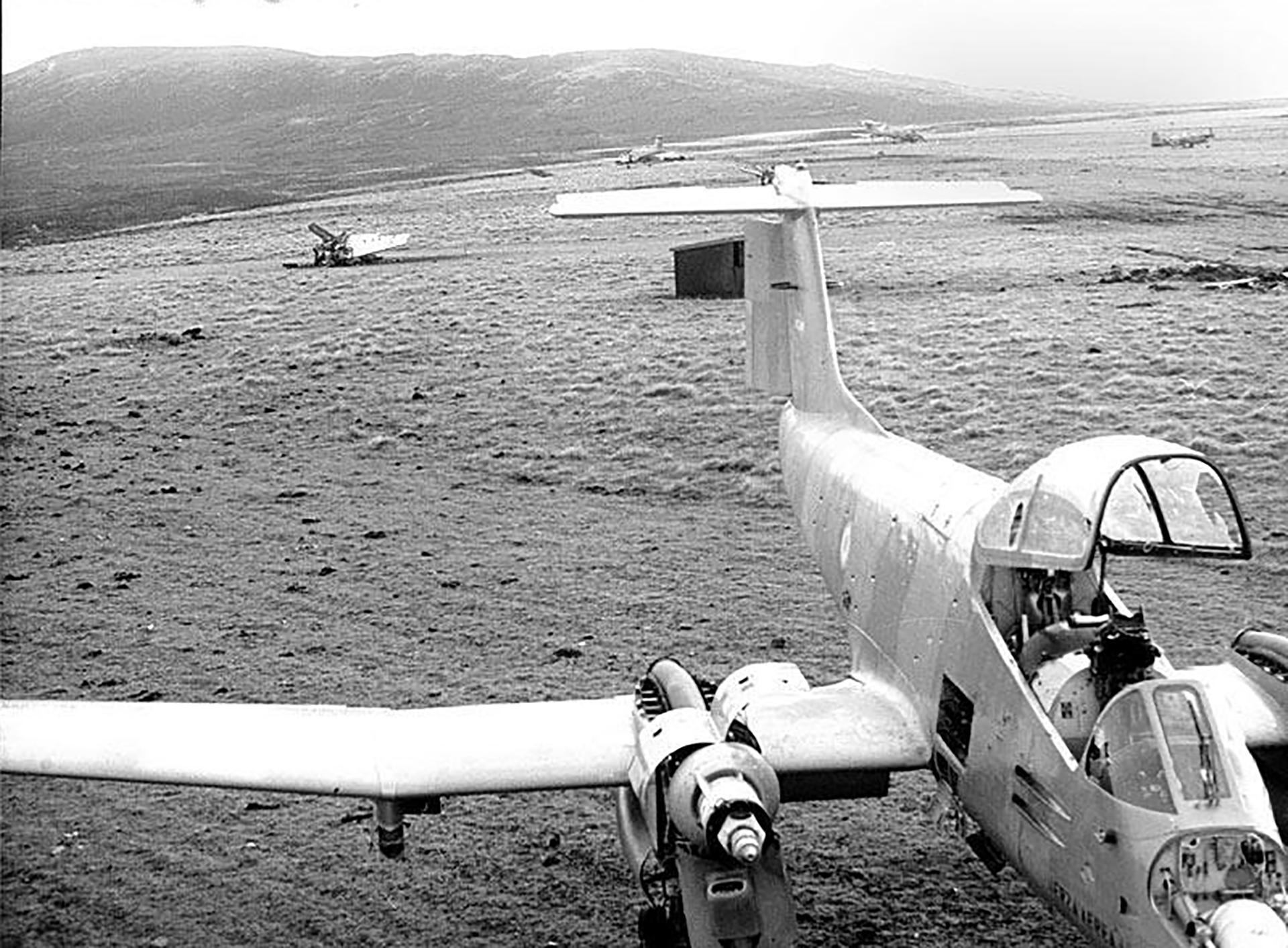 Un avión Pucará en las isla Gran Malvina, en la Base Aérea Militar Cóndor. Se utilizaba para ataque aire-tierra a las tropas británicas que habían desembarcado