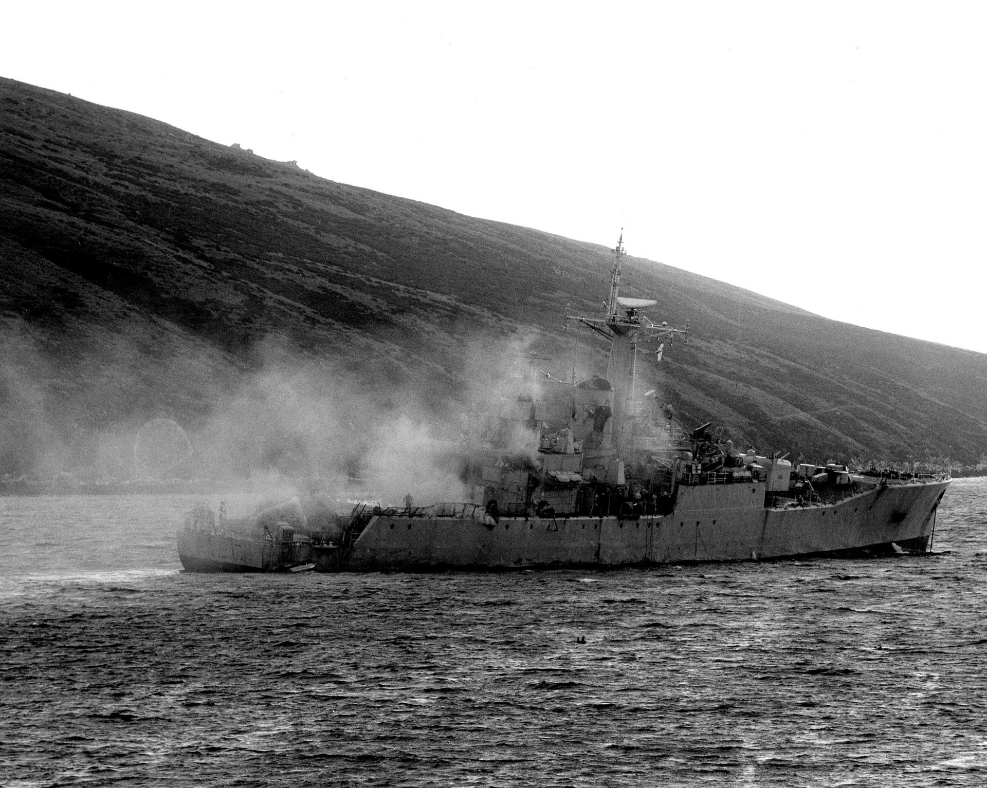 8 de junio: la fragata HMS Plymouth soportó el ataque de seis Mirage V Dagger, que lanzaron cuatro bombas de 1000 libras. El buque sufrió severos daños. Aunque todas las bombas fallaron, el ataque causó la explosión de una carga sobre su cubierta