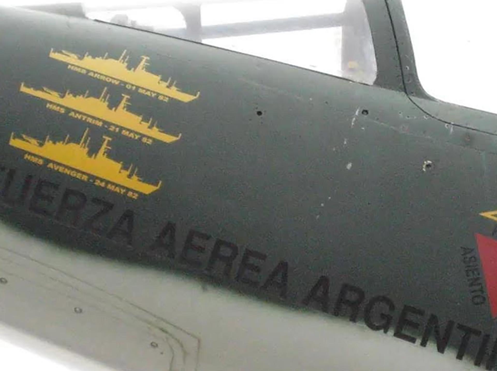El Mirage con los buques hundidos pintados en el fuselaje