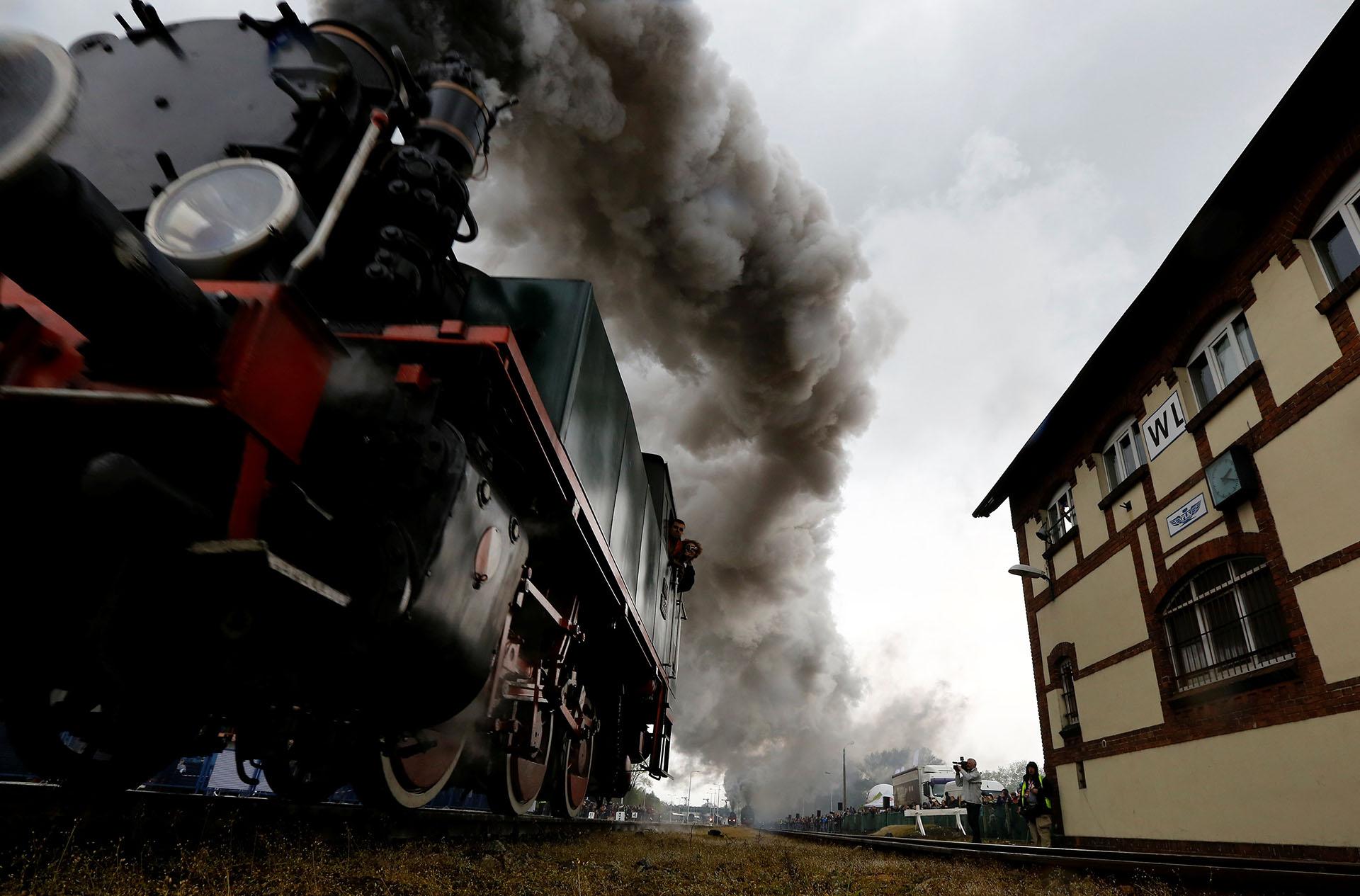 Locomotoras a vapor en marcha durante el Desfile del Motor a Vapor número 24
