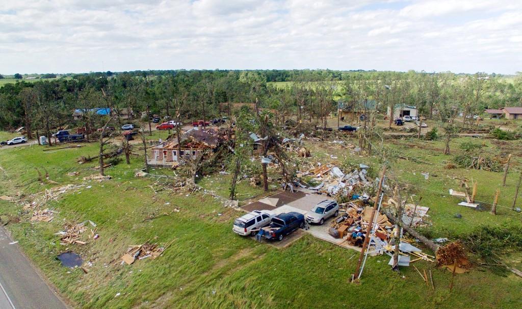 Múltiples viviendas sufrieron daños severos en el pueblo de Emory, Texas (Reuters)