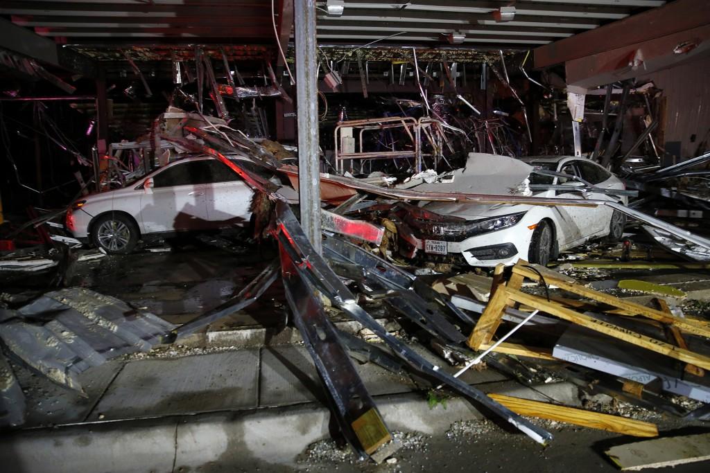 Las autoridades no descartaron que se pueda elevar el número de víctimas (AP)