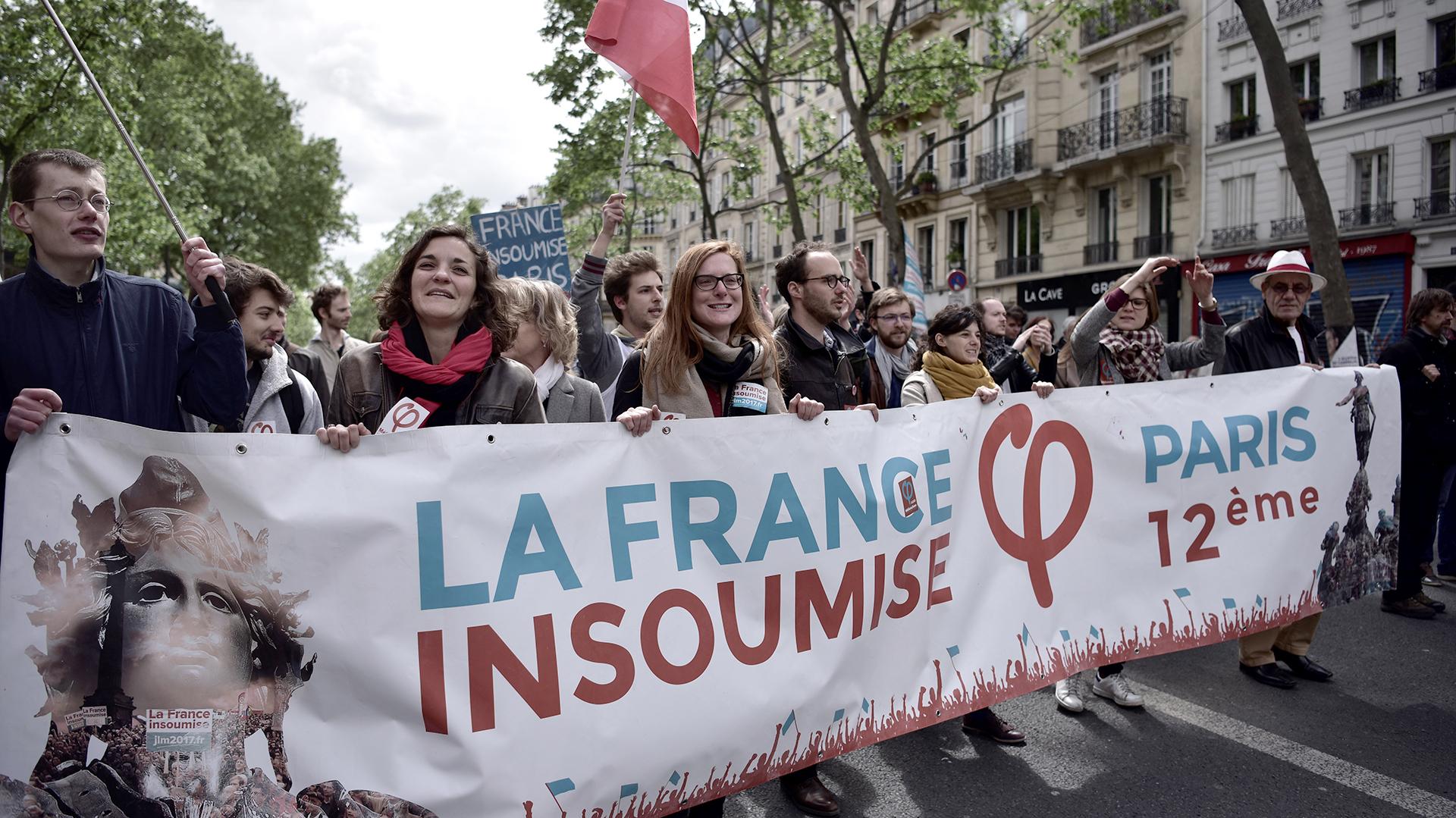 """Partidarios del partido de izquierda """"Francia Insumisa"""" marchan en el Día del Trabajador (AFP)"""