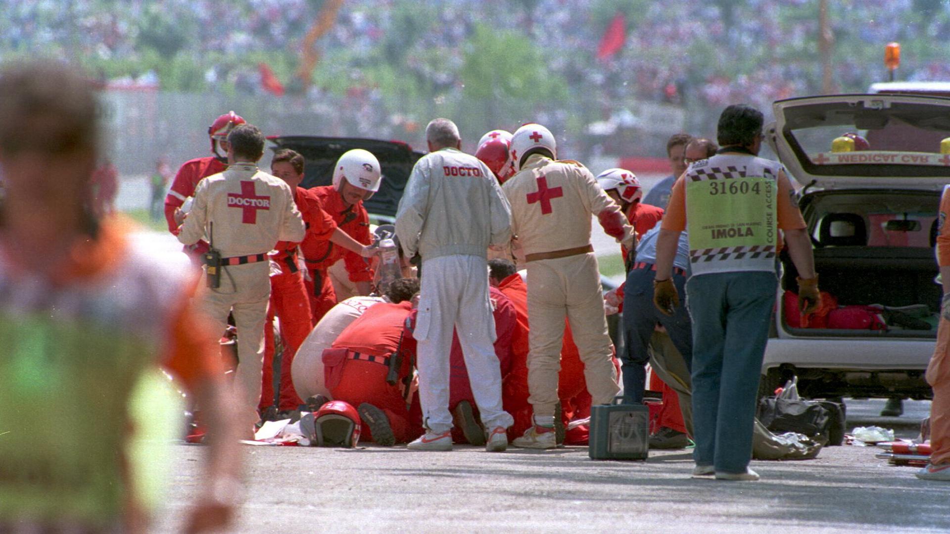 Senna perdió la vida en el momento del accidente, según confirmaron los médicos del hospital (ALLSPORT)