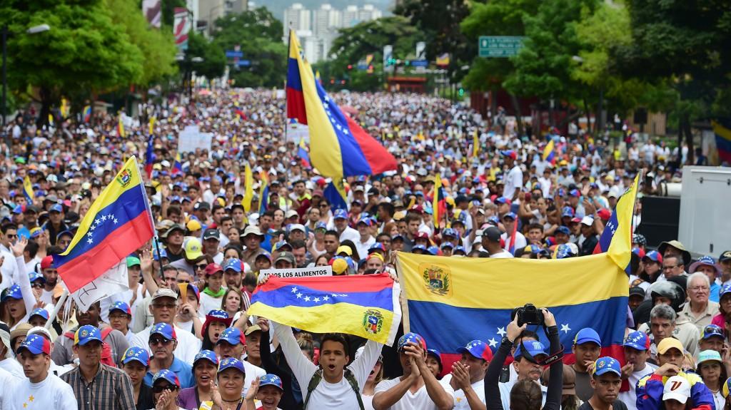 Miles de manifestantes se concentraron para intentar llegar a las sedes del Consejo Electoral y del Poder Judicial