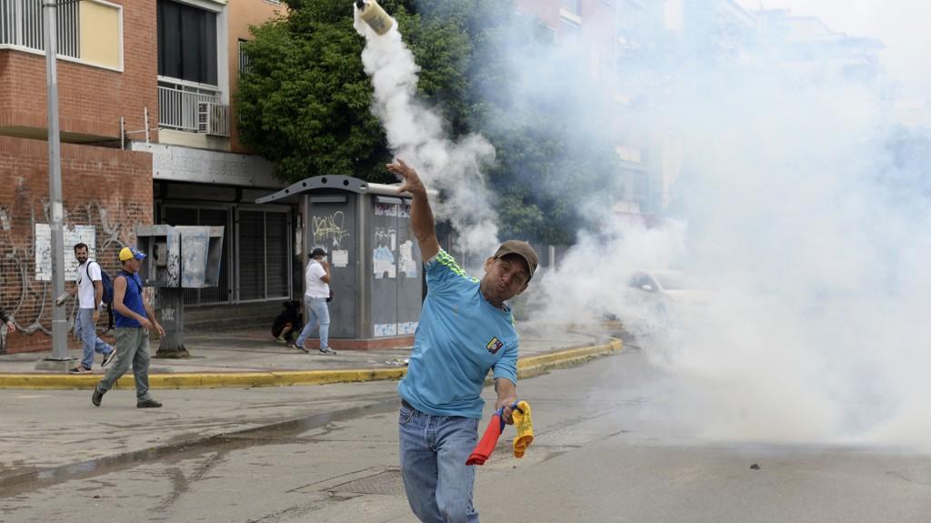 Desde las 9 de la mañana (13 GMT) miles de chavistas y opositores comenzaron a concentrarse en algunos puntos de Caracas para iniciar sus respectivas movilizaciones que, se prevé, no se encuentren en ningún lugar