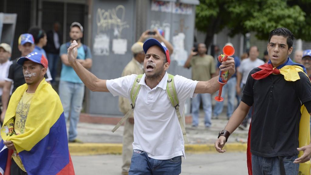 La oposición venezolana cumple este lunes un mes de protestas para exigir elecciones generales, incluyendo un adelanto de las presidenciales previstas en 2018, al culpar a Maduro de la grave crisis política y económica que soporta el país petrolero.