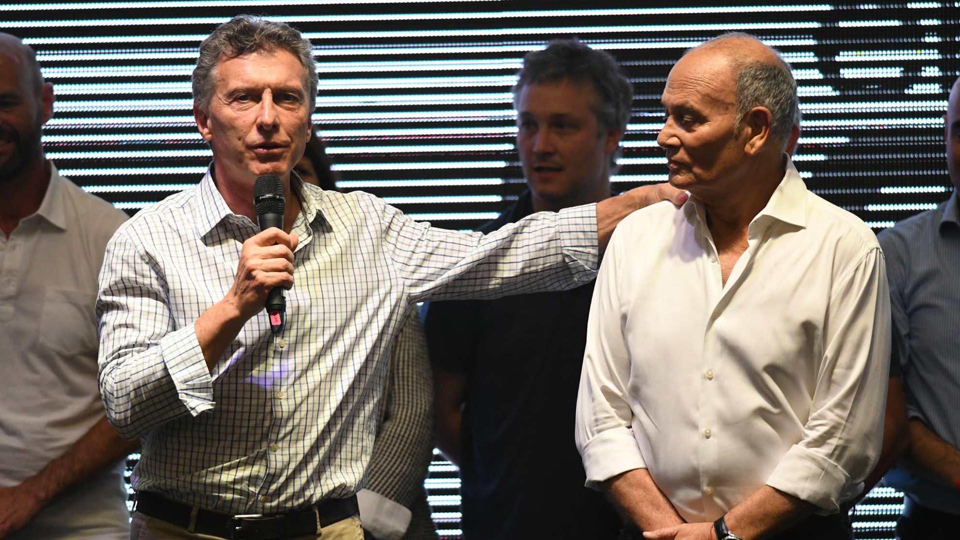 Macri y Venegas, en Ferro, en mayo del año pasado. El sindicalista falleció unos meses después