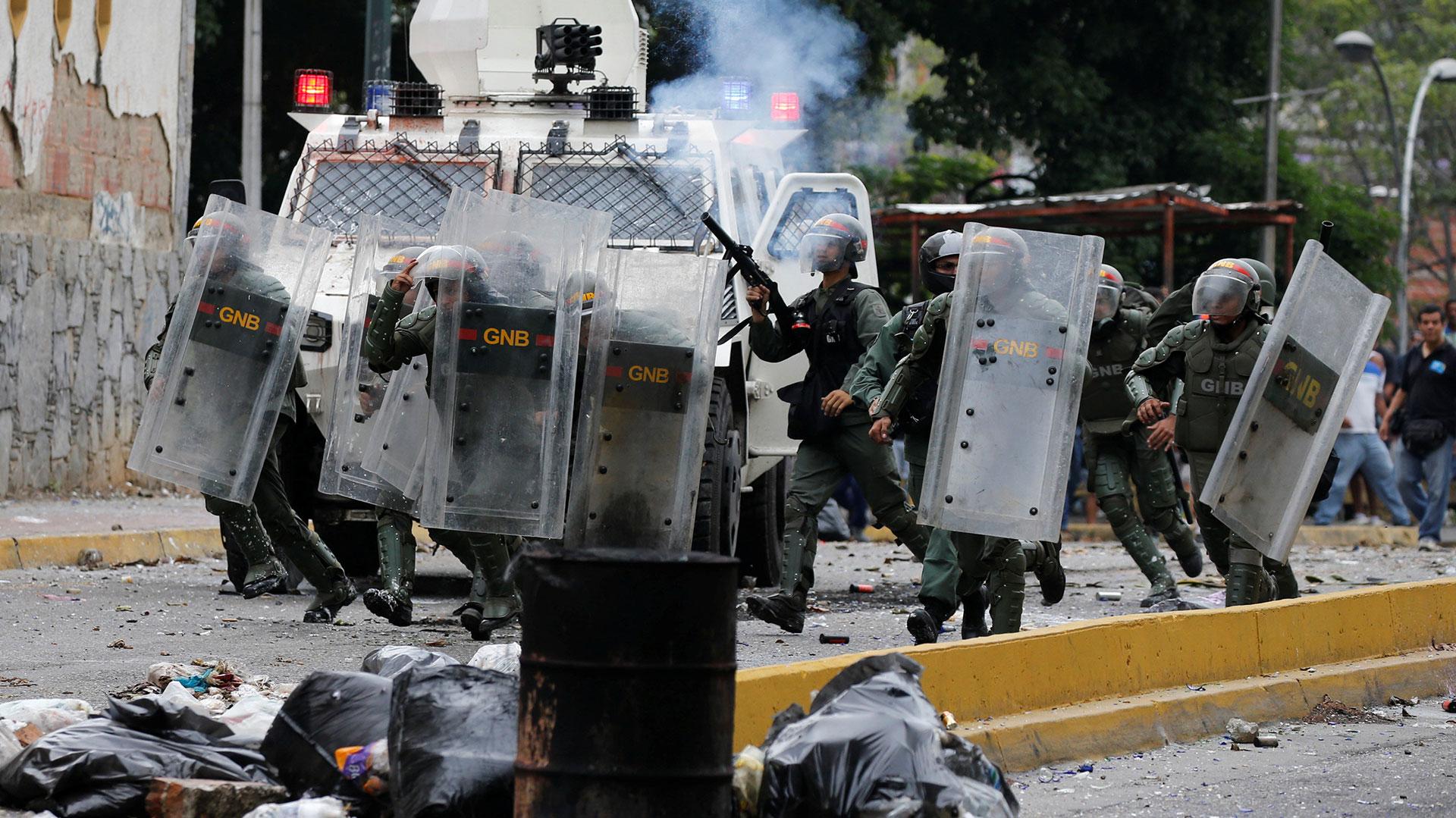El régimen militar de Nicolás Maduro reprime a la población civil (Reuters)