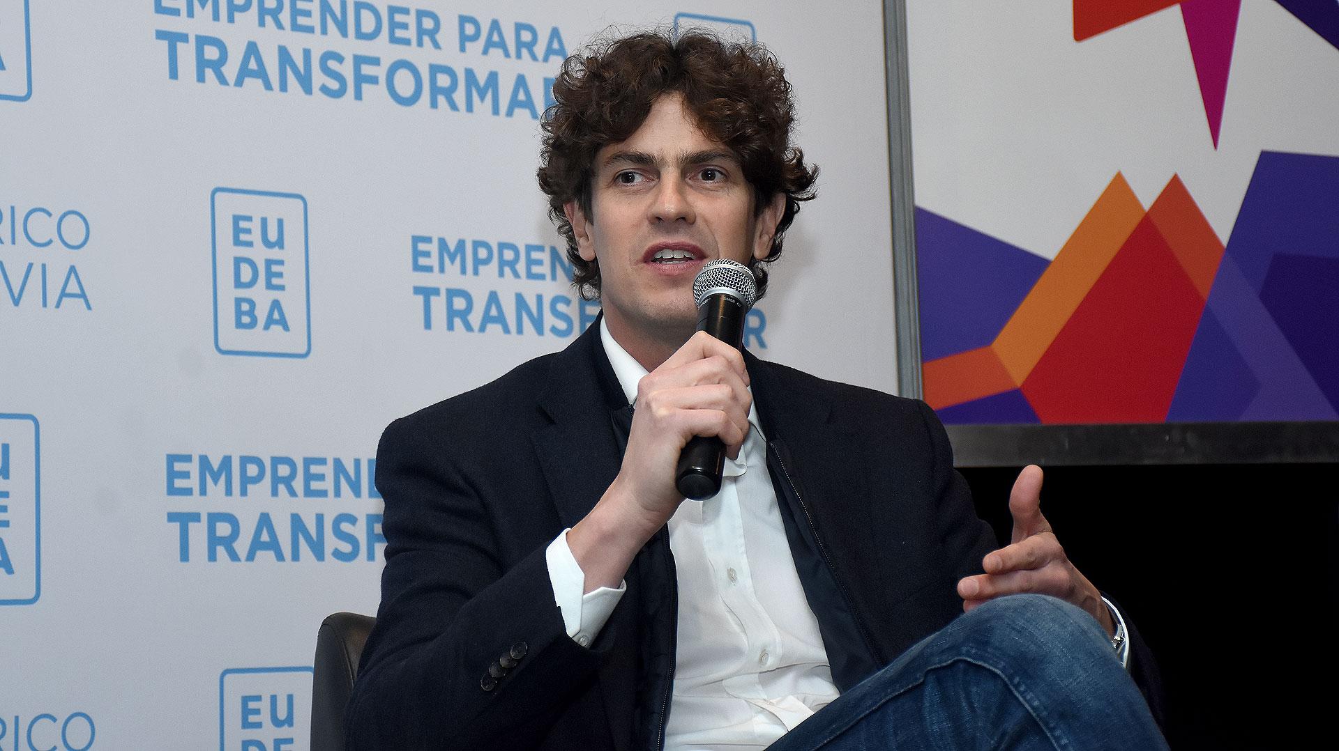 Los rulos voluptuosos y despeinados son el sello característico del candidato Martín Lousteau (Nicolás Stulberg)