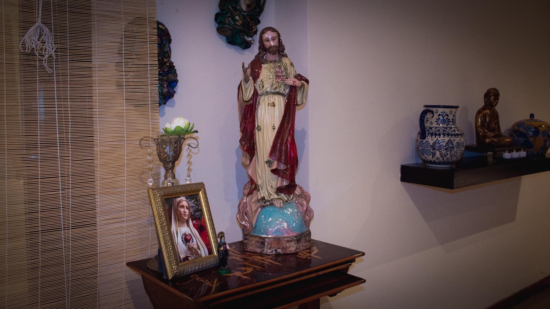 La Virgen, Jesús y Buda en la casa de Lilita (Foto: Martín Rosenzveig)