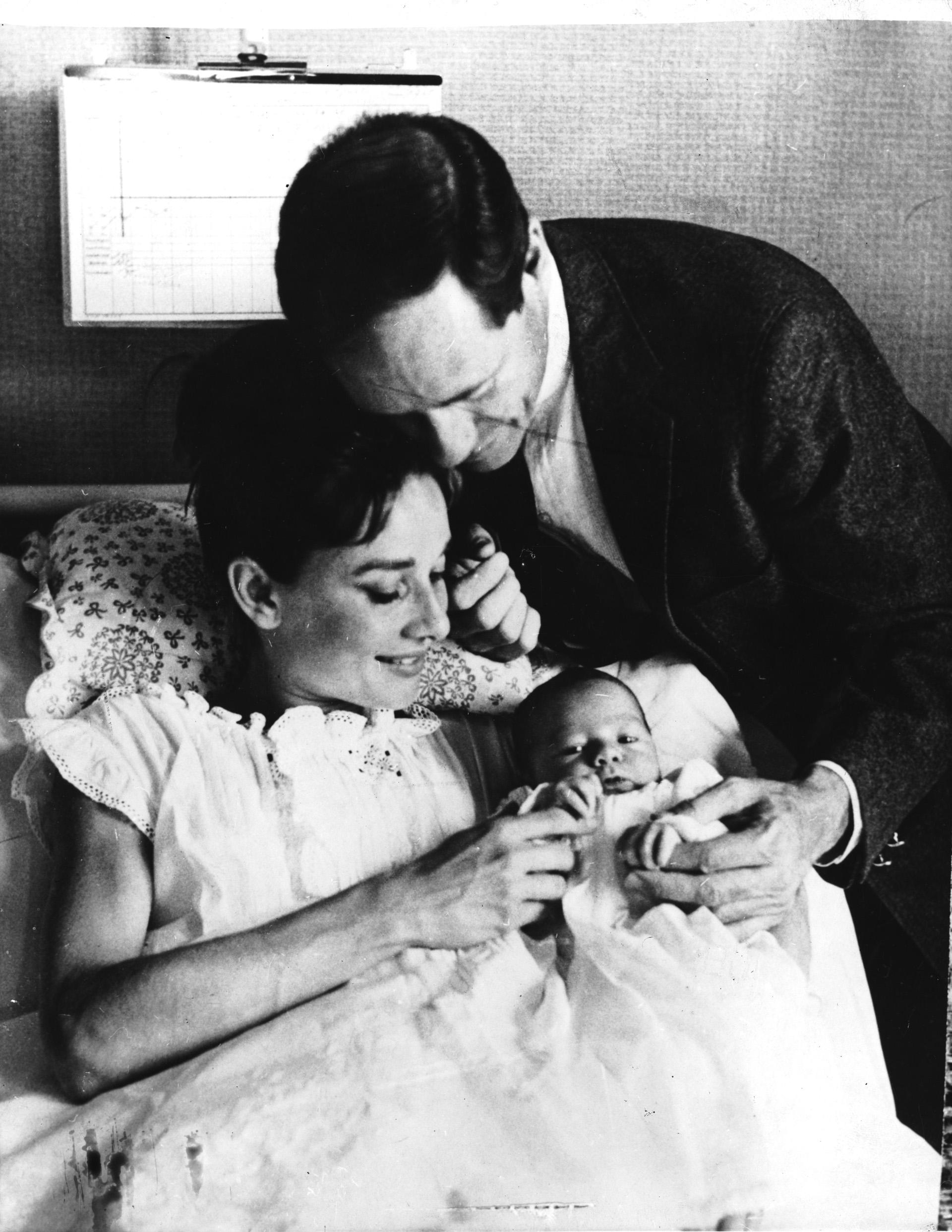 Su primer matrimonio con Mel Ferrer duró catorce años y junto a él tuvo a su primer hijo, Sean (Central Press/Hulton Archive/Getty Images)