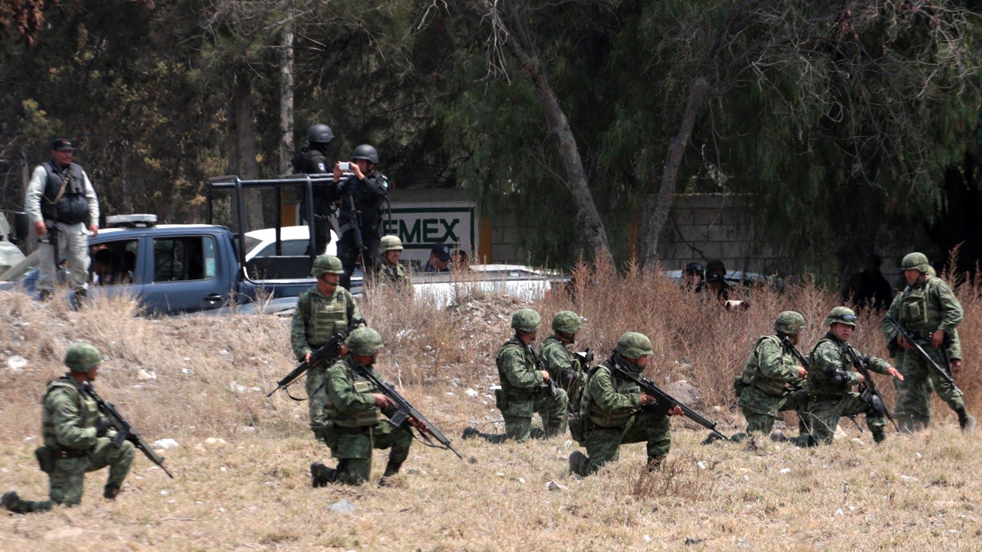 Las fuerzas armadas también están siendo capacitadas para enfrentar a los ladrones de combustible (Foto: AFP)