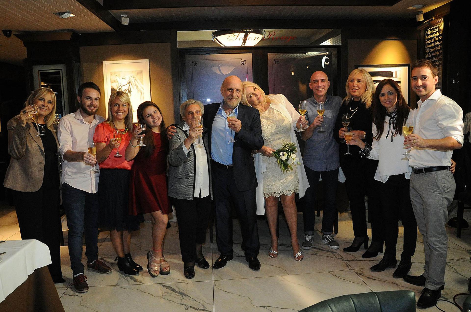 Horacio Pagani junto a familiares y amigos