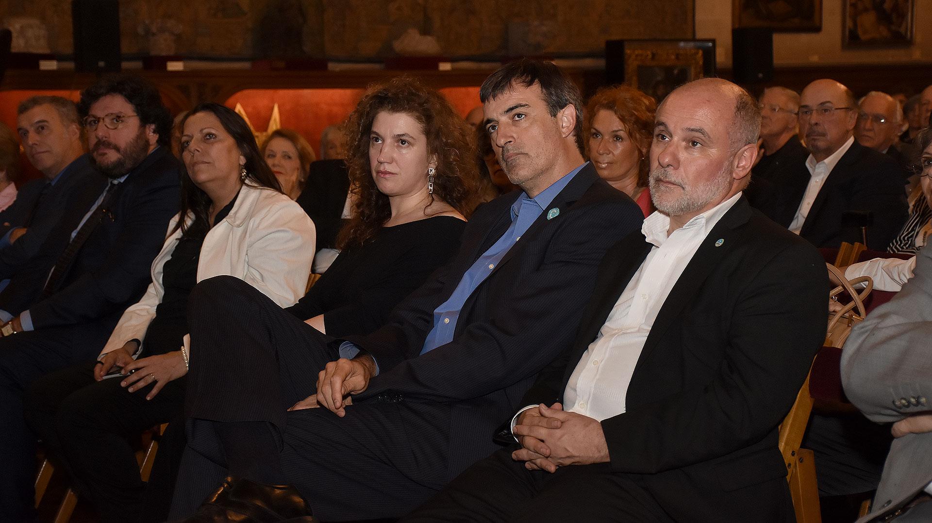Durante los varios minutos que duró el discurso, todos escucharon las palabras de Fernández Díaz muy atentamente