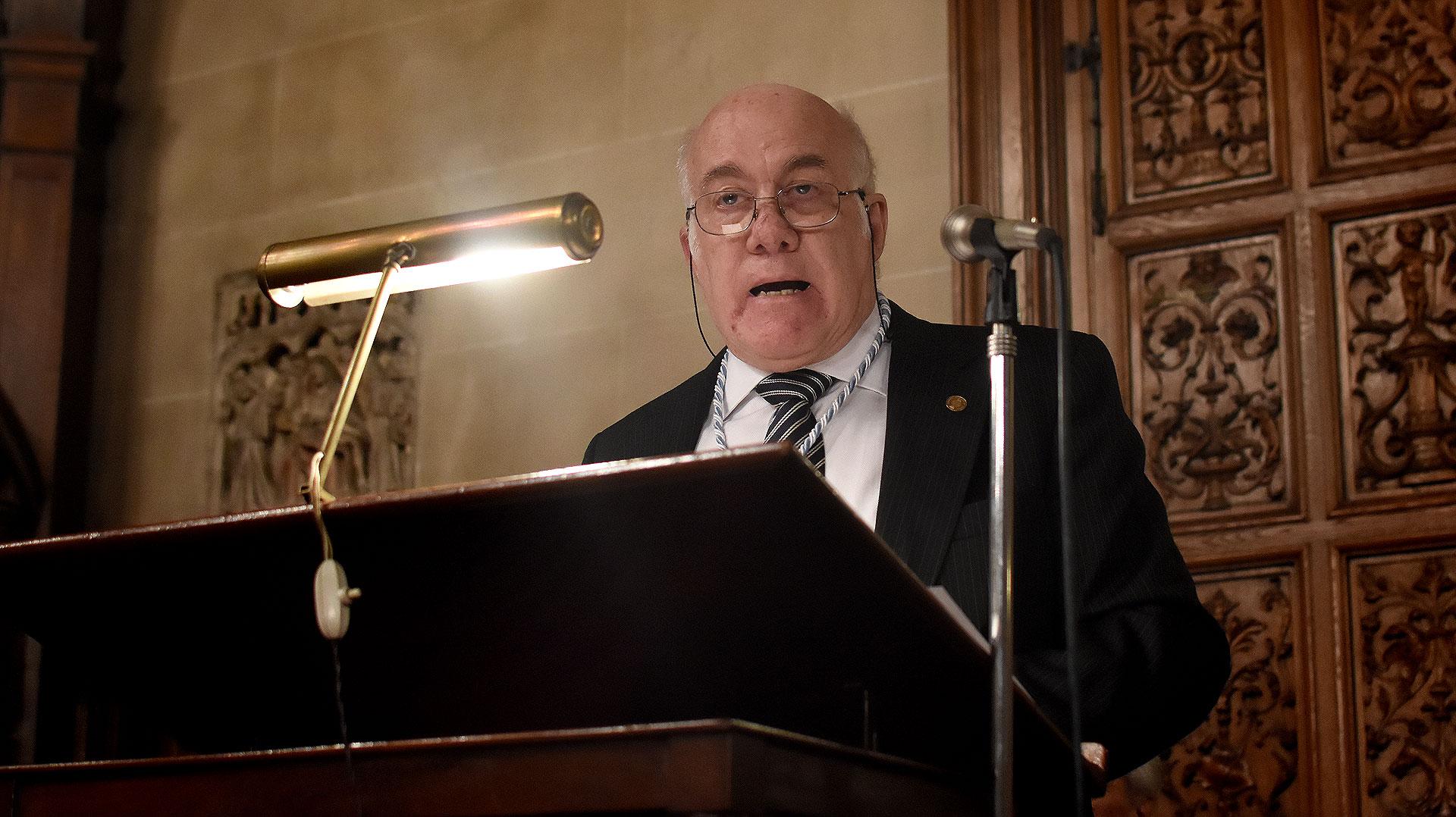 José Luis Moure dando su discurso inaugural