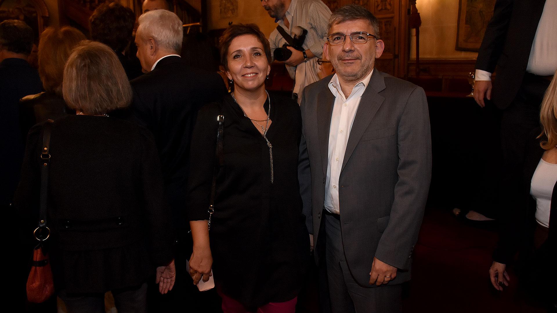 Jorge Grecco, secretario de Comunicación y su esposa