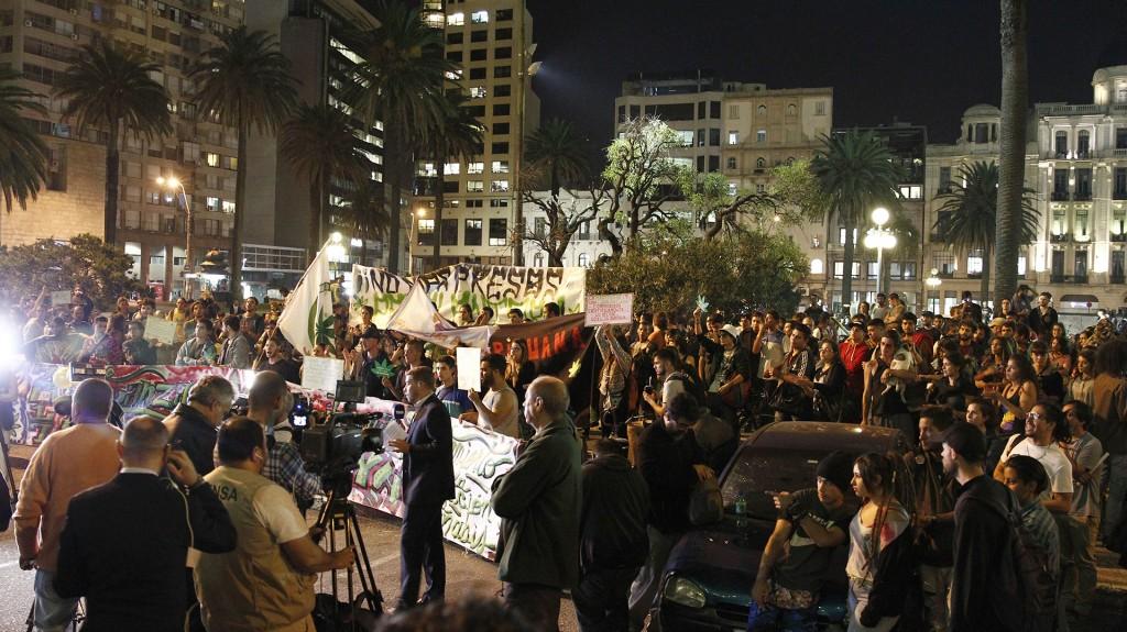 La marcha en Uruguay tuvo como centro el reclamo por cambios en la legislación y el avance en el ámbito medicinal (EFE)