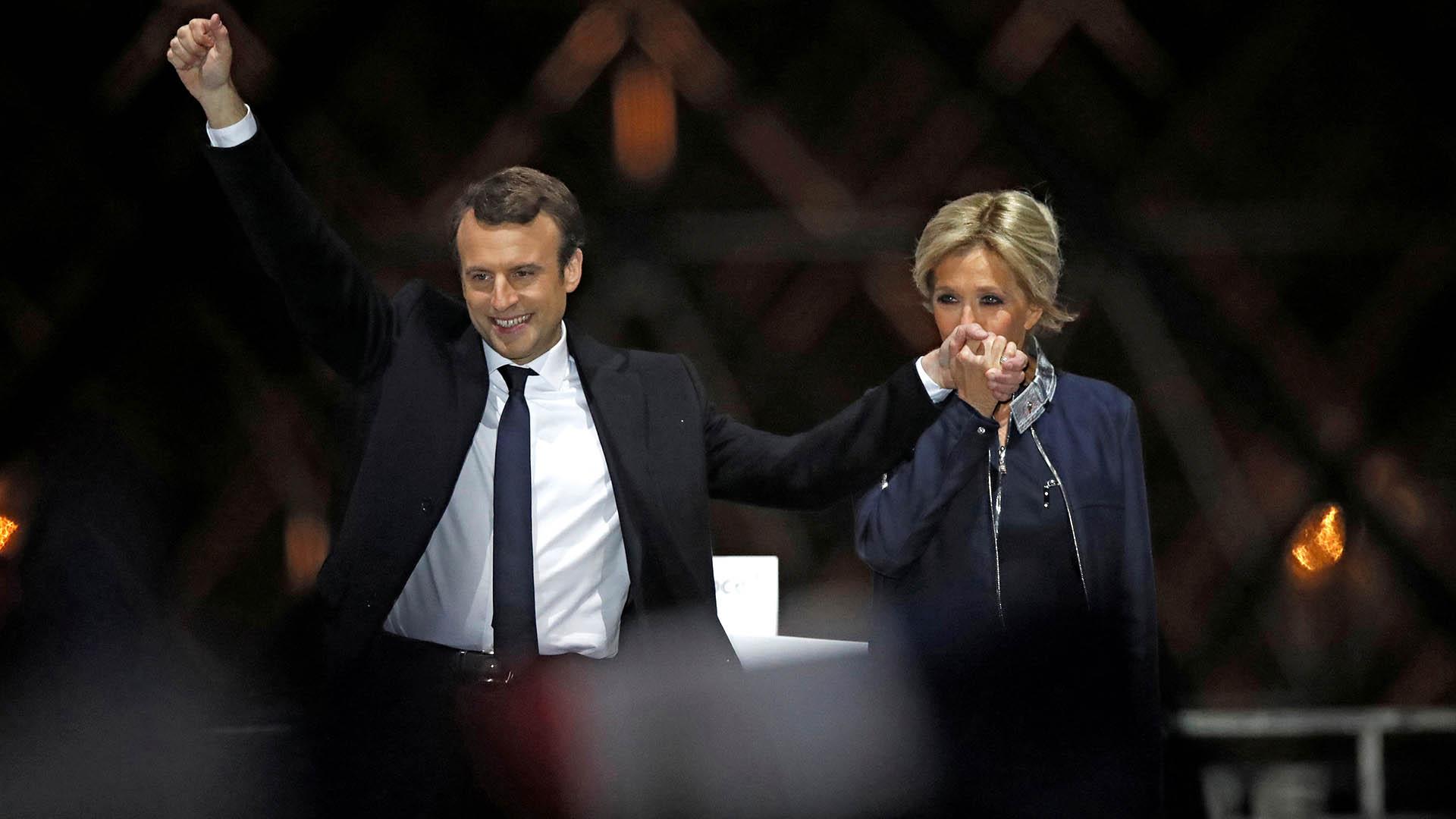 Los Macron La Historia De Amor Que Rompio Con Los Estereotipos Presidenciales Infobae