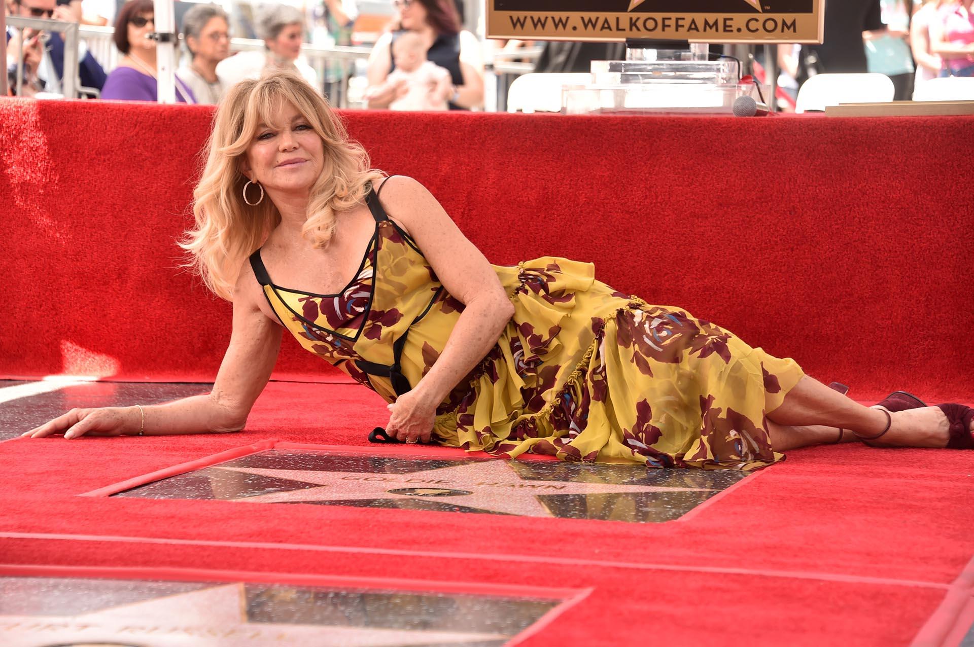 """""""Todo lo que hacemos en nuestras vidas, al decir sí, nos puede llevar a esa estrella"""", expresó Goldie en referencia a la comunidad de actores, mientras señalaba su galardón en la avenida Hollywood Boulevard"""