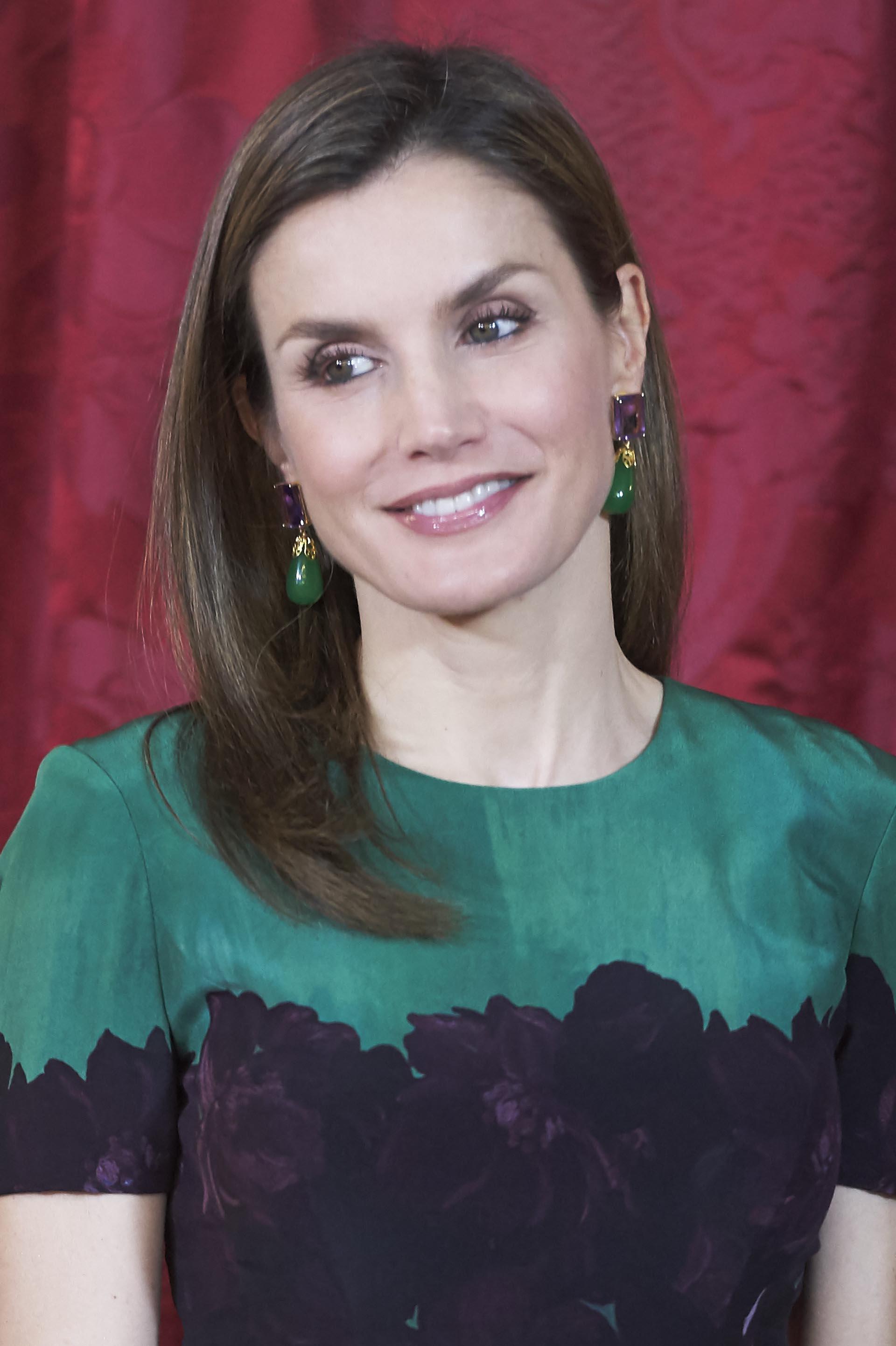 Las joyas elegidas por Leticia fueron estos pendientes de amatista y jade, que combinaban con el color de su vestido