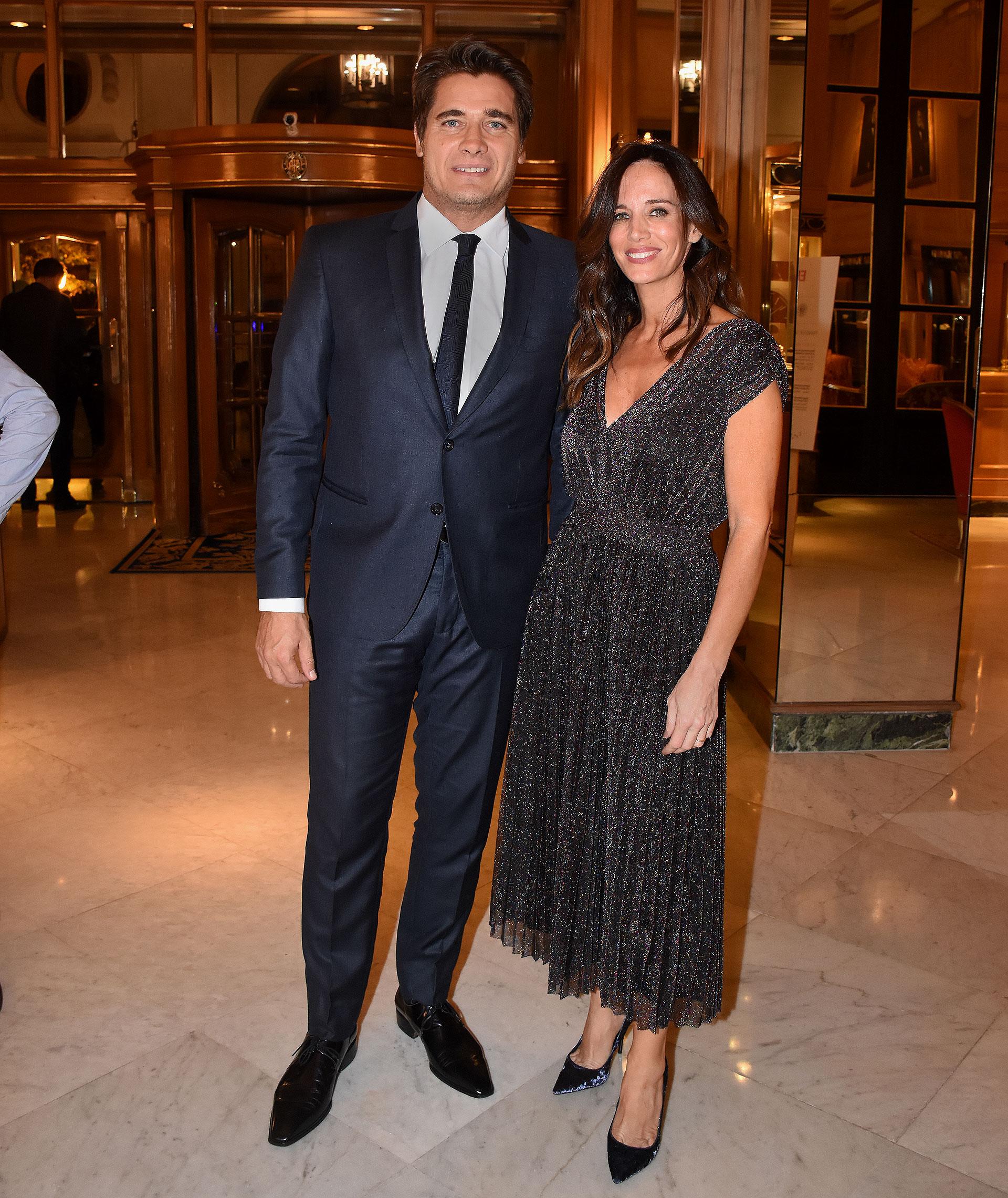 El periodista Guillermo Andino junto a su esposa, Carolina Prat.
