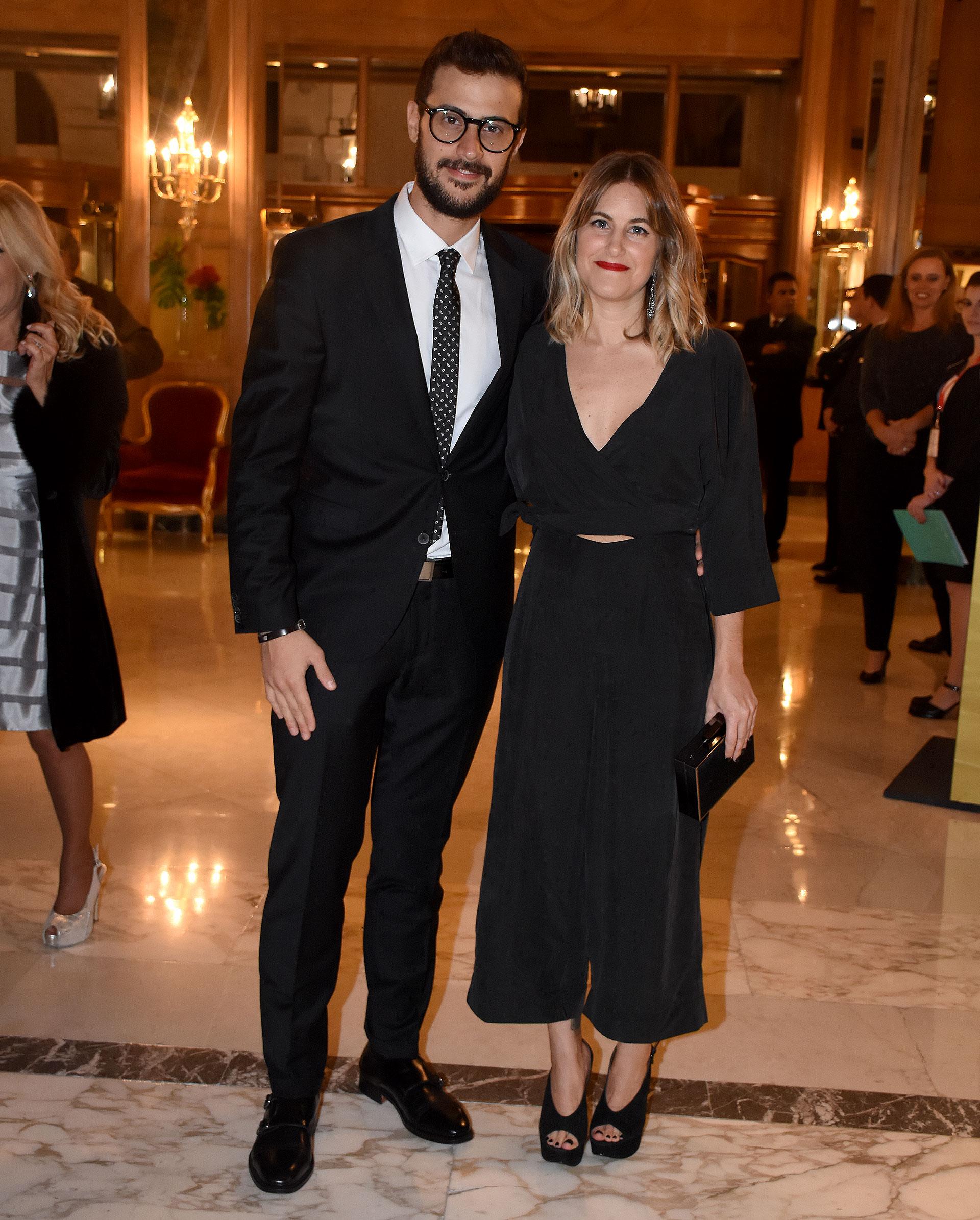 El periodista Diego Leuco junto a su novia Daniela Haissiner