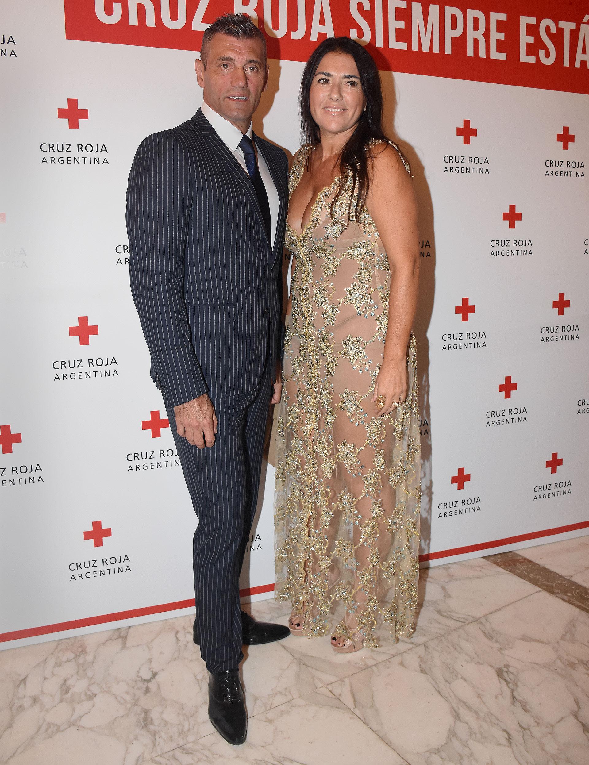El ex futbolista Sergio Goycochea junto a su esposa, Ana Laura Merlo