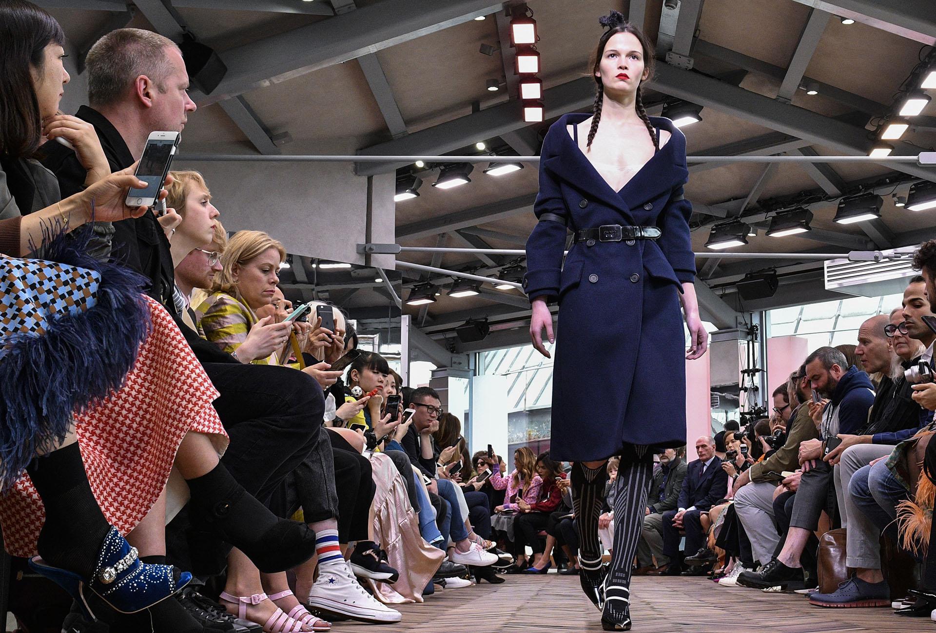 Prada presentó 38 looks en la pasarela de Milán (Getty Images)