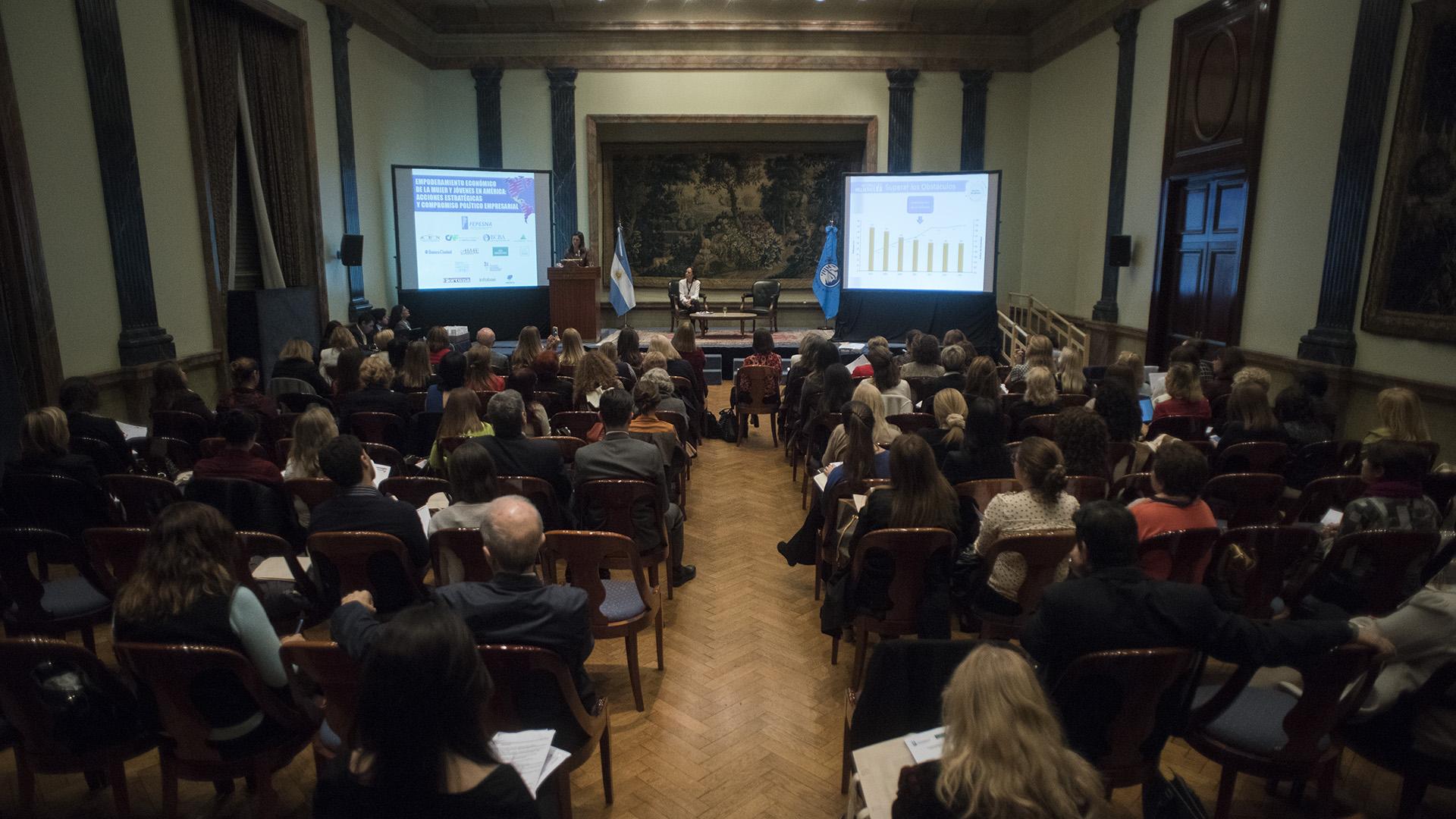 El seminario internacional que tuvo lugar en la Bolsa de Comercio de Buenos Aires convocó a referentes de la política, empresas y organizaciones (Adrián Escandar)