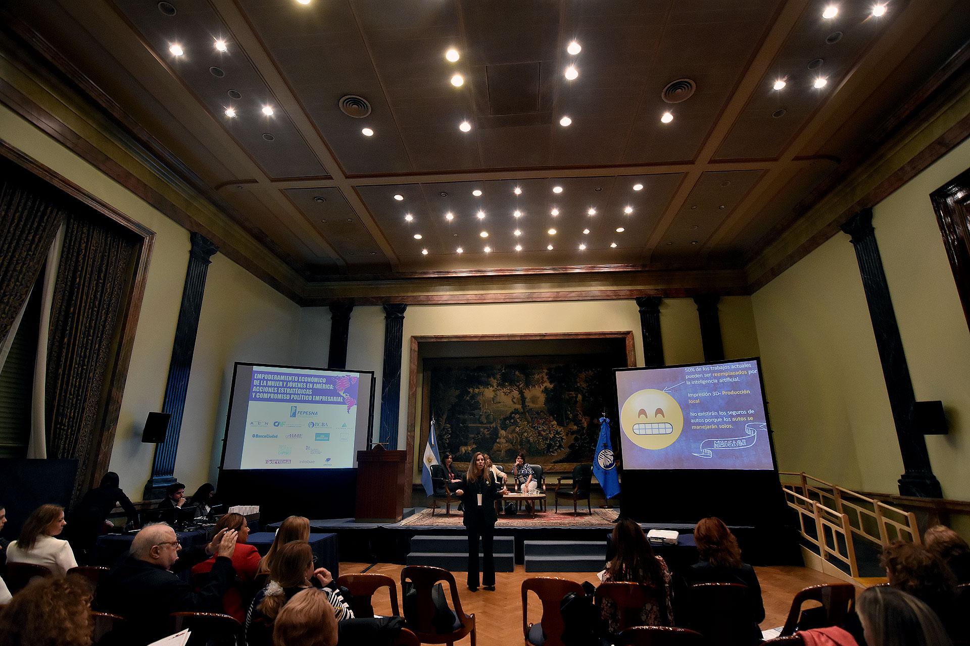 Equidad, integración, networking, género y empredurismo fueron algunos de los tópicos del seminario internacional (Nicolás Stulberg)